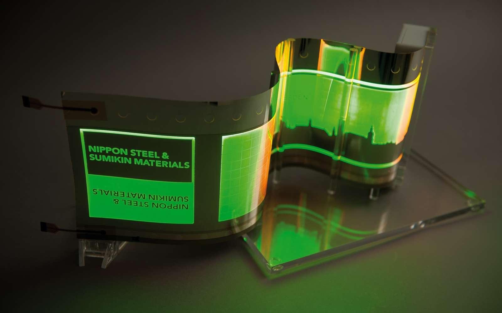 Un exemple d'écran Oled qui utilise une feuille d'inox de quelques nanomètres d'épaisseur comme substrat. © Fraunhofer FEP
