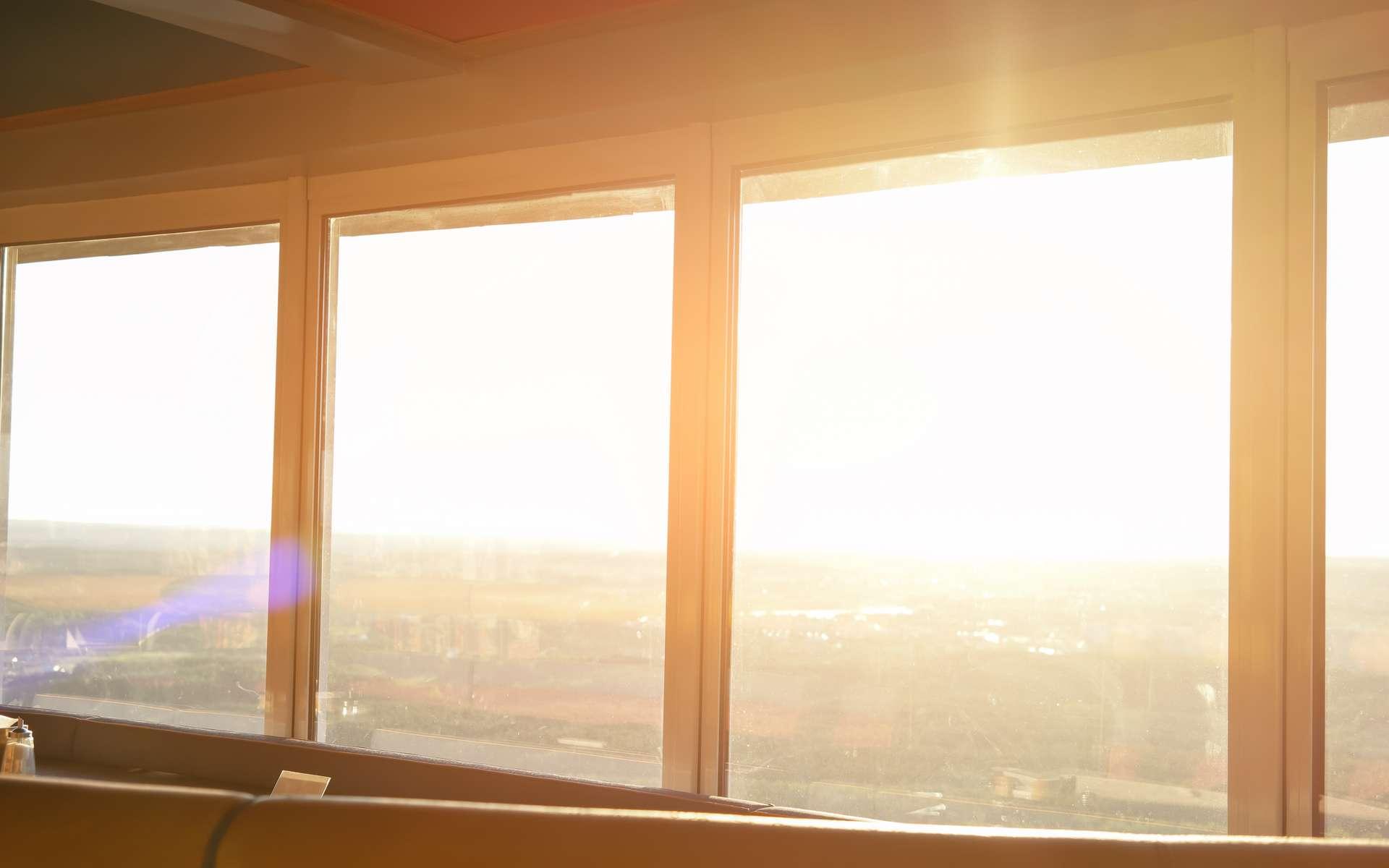 Le Soleil produit des UV, responsables du bronzage mais aussi des cancers de la peau. © DenisProduction.com, Adobe Stock