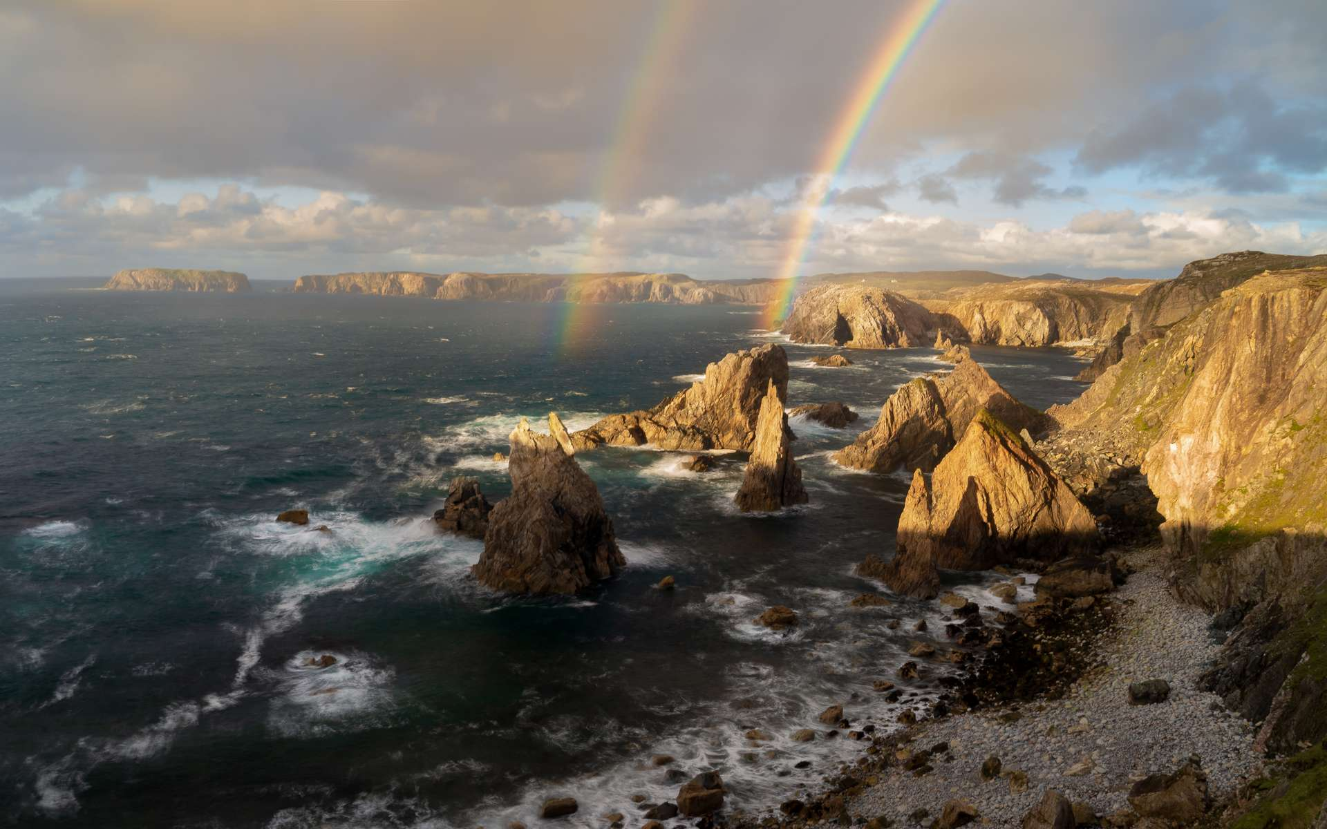 Les plus belles photos météo de l'année. Pinnacles of Light, île de Lewis, Écosse © Richard Fox, Royal Meteorological Society