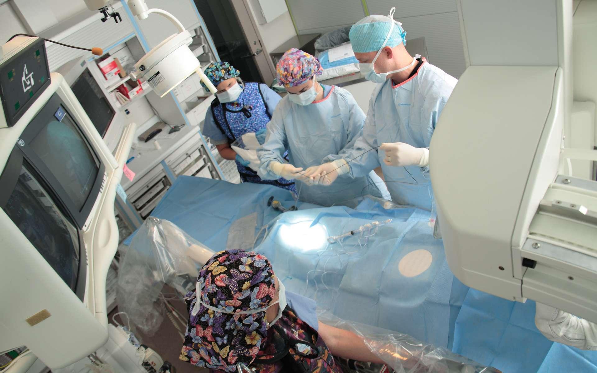 Les médecins ont réalisé une opération du cœur avec un cathéter, ce qui évite d'ouvrir le thorax. © Penn State, Flickr, CC by-nc 2.0