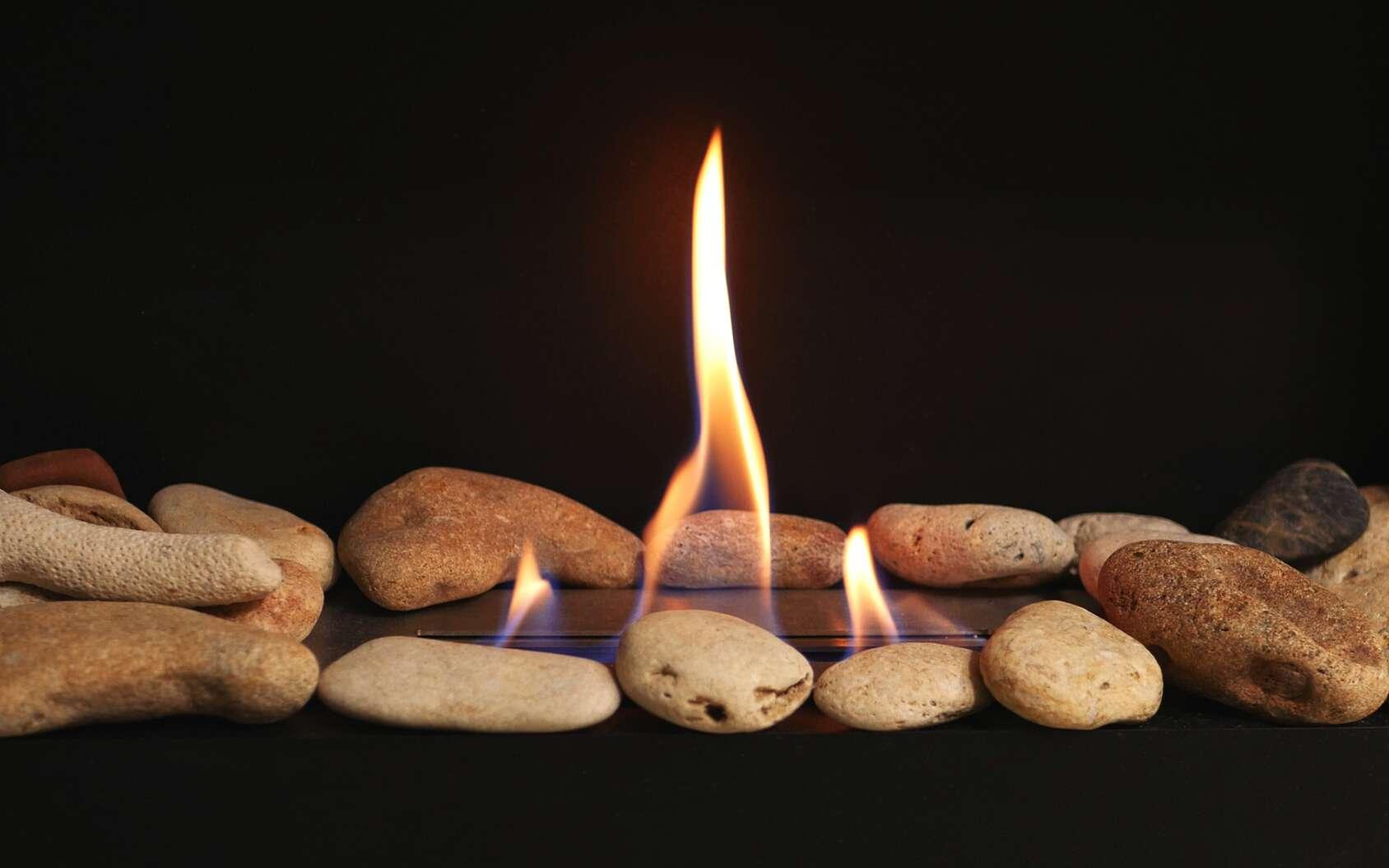 En fonction de vos besoins — et de vos envies —, vous pourrez choisir entre différents types de poêles au gaz naturel. © Olha, fotolia