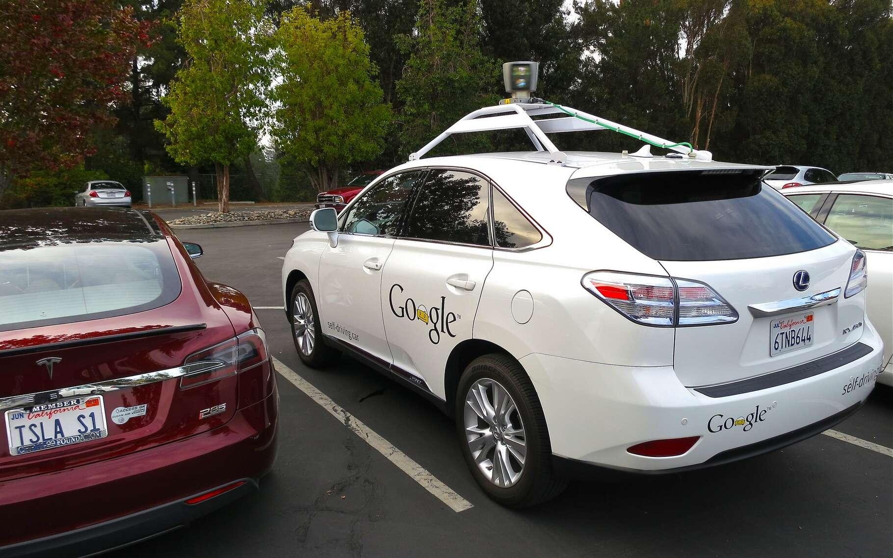 Après sept ans et plusieurs millions de kilomètres, les voitures autonomes de Google ont démontré une impressionnante fiabilité avec seulement quelques accidents dont la cause ne leur était pas imputable. Mais une intelligence artificielle n'est pas infaillible et celle de la voiture de Google a commis sa première erreur de conduite. © Steve Jurvetson, Flickr, CC BY 2.0