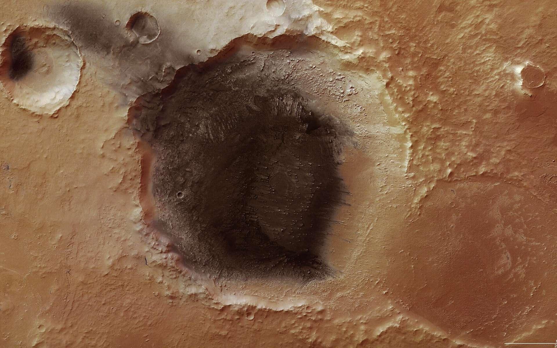 La caméra à haute résolution de Mars Express montre de nombreux détails dans cette région de Meridiani Planum, où un dépôt de cendres volcaniques semble s'échapper d'un cratère, soufflé par le vent. Crédit : Esa/DLR/Fu Berlin (G. Neukum)