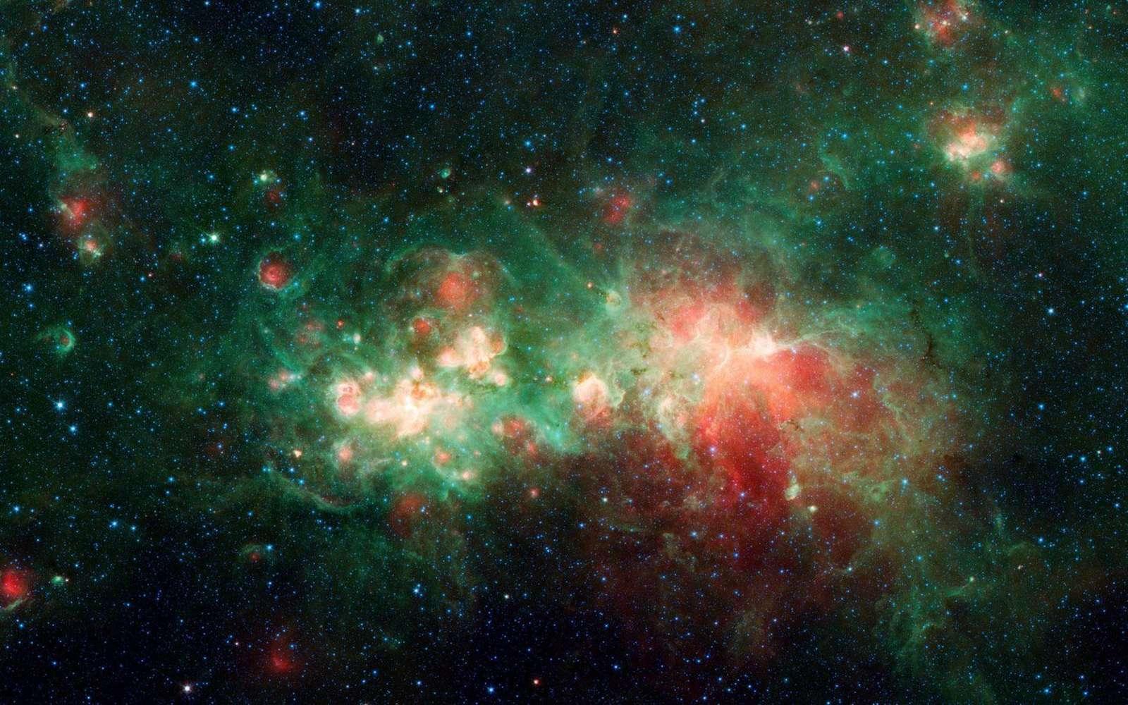La nébuleuse de formation d'étoiles W51 est l'une des plus grandes « usines d'étoiles » de la Voie lactée. La poussière interstellaire bloque la lumière visible émise par cette région de la Galaxie mais pas dans le domaine de l'infrarouge ou des micro-ondes, ce qui permet d'étudier la cosmogonie stellaire. On voit ici en fausses couleurs une image de W51 prise par Spitzer. © Nasa, JPL-Caltech