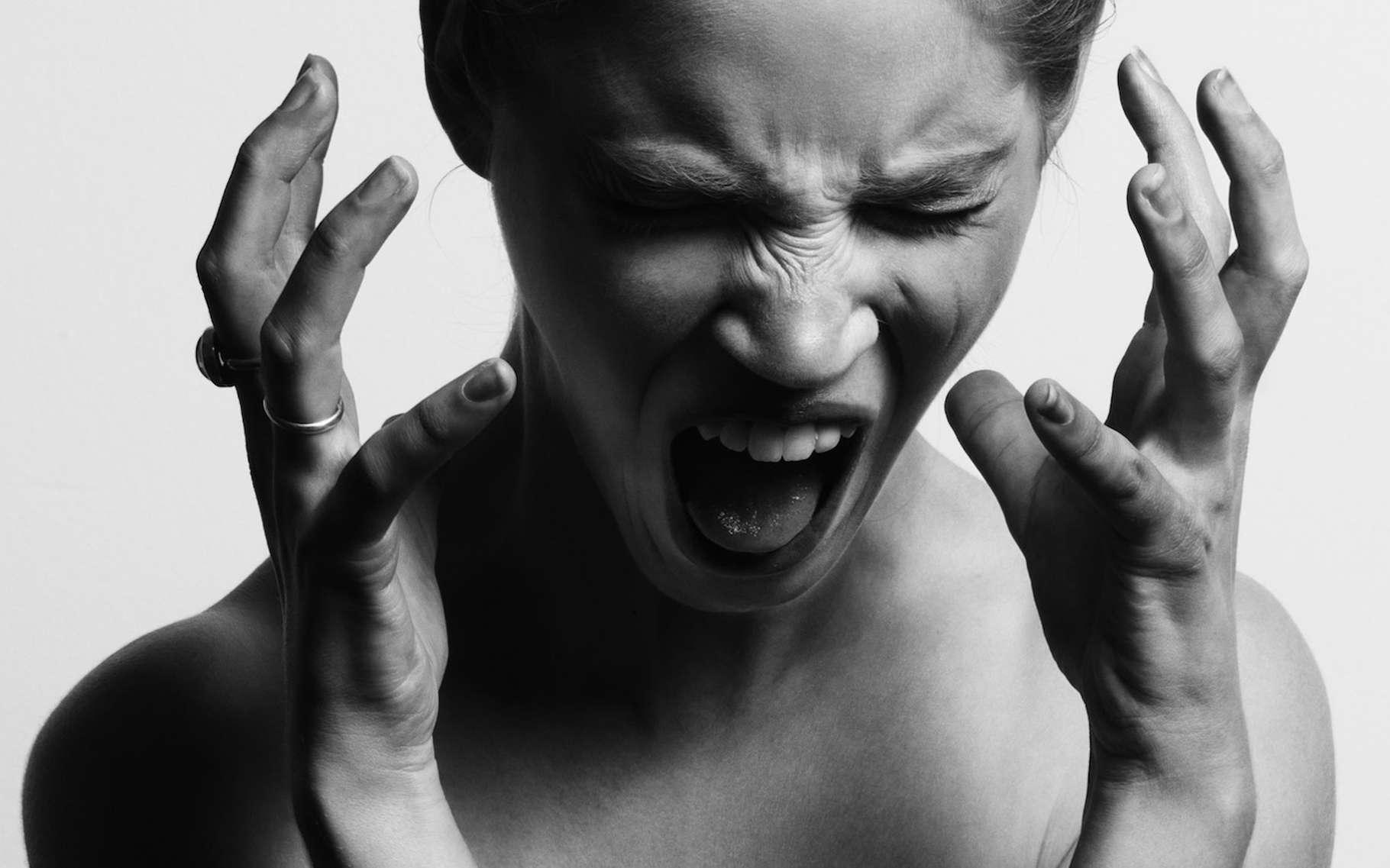 Église et bouddhisme sont au moins d'accord sur un point : il faut fuir le sentiment de colère. Les scientifiques, eux, ne sont pas aussi catégoriques. © Gabriel Matula, Unsplash