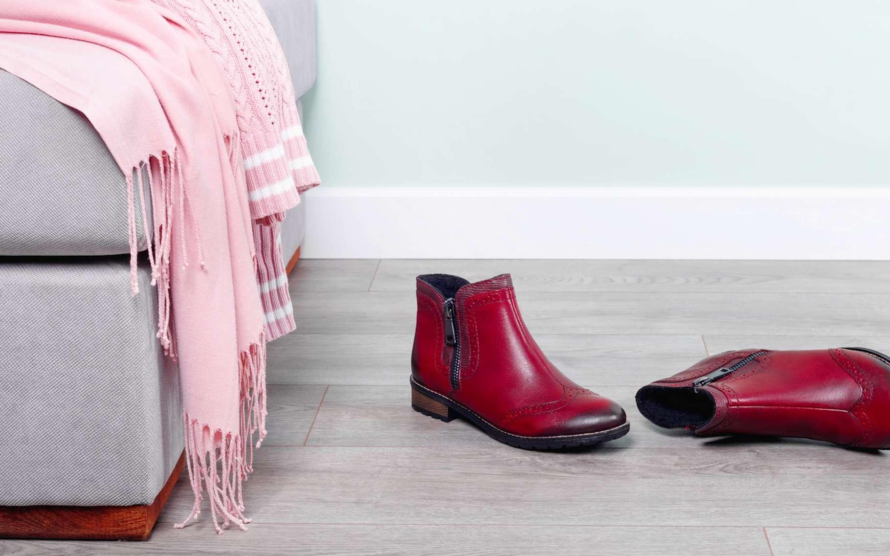 Des millions de bactéries profitent de nos chaussures pour pénétrer nos maisons. Mais dans la plupart des cas, celles-ci ne doivent pas nous inquiéter outre mesure. © Loraliu, Fotolia