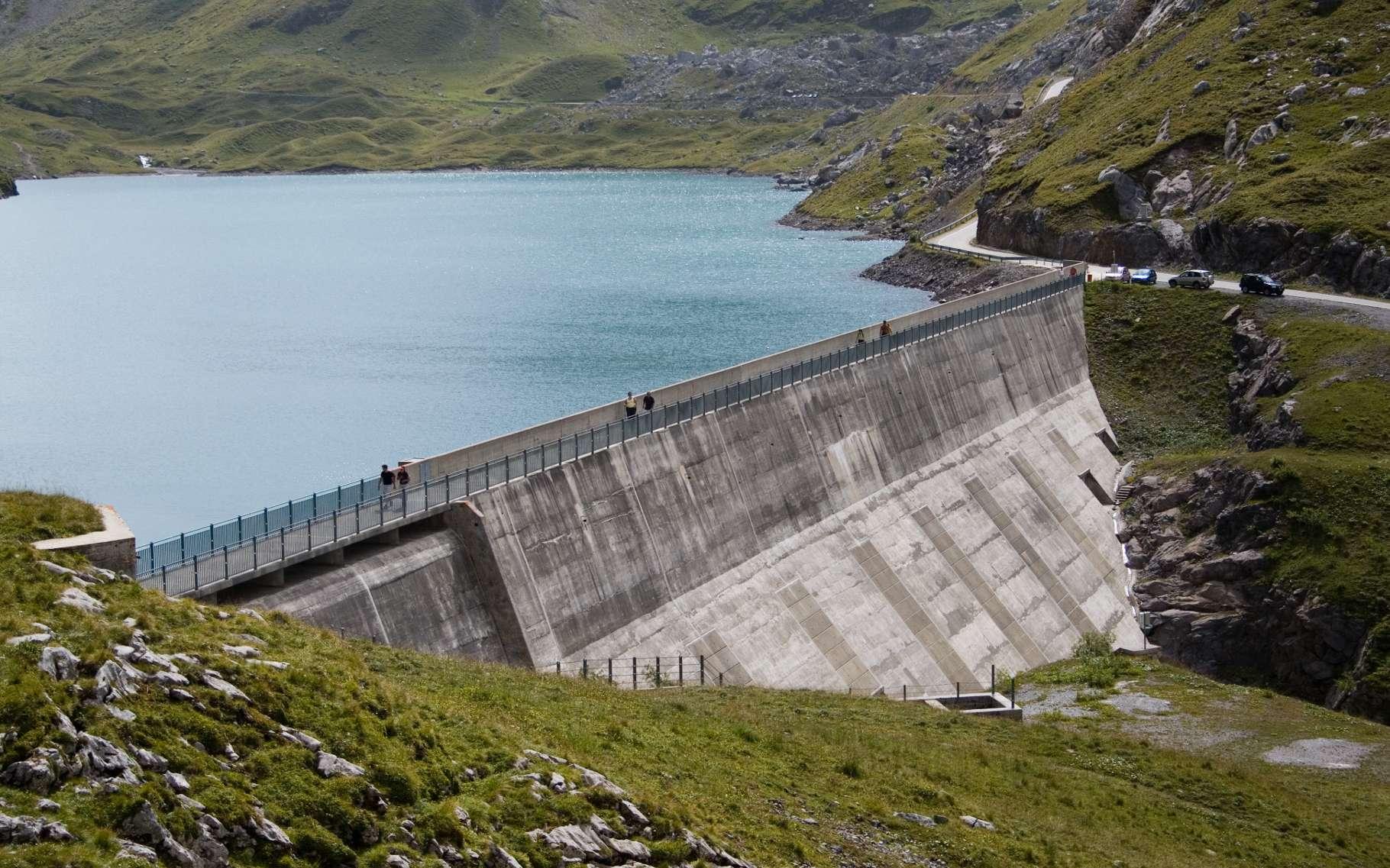 La centrale hydroélectrique du Sanetsch, en Suisse, avec son barrage. © Ludovic Péron, Wikimedia Commons, CC by 2.5