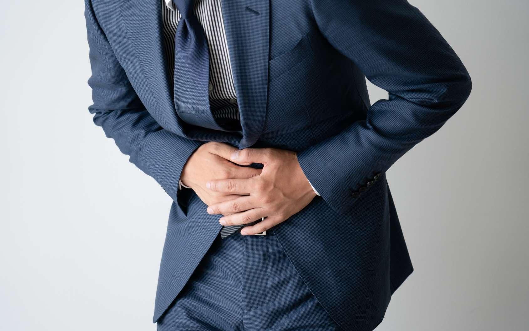 Stressé, on a souvent mal au ventre. Les probiotiques peuvent-ils aider ? © aijiro, Fotolia