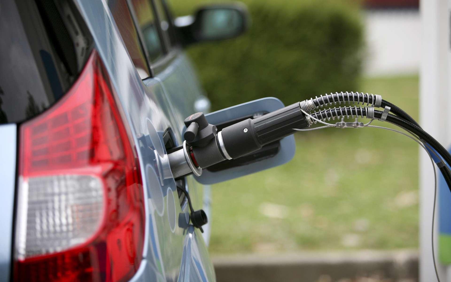 Pour les courtes distances et les trajets urbains, la voiture électrique est aujourd'hui une solution raisonnable. © Ph. Jacob