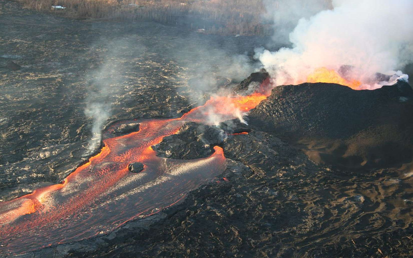 Une vue du volcan Kilauea en éruption. © USGS