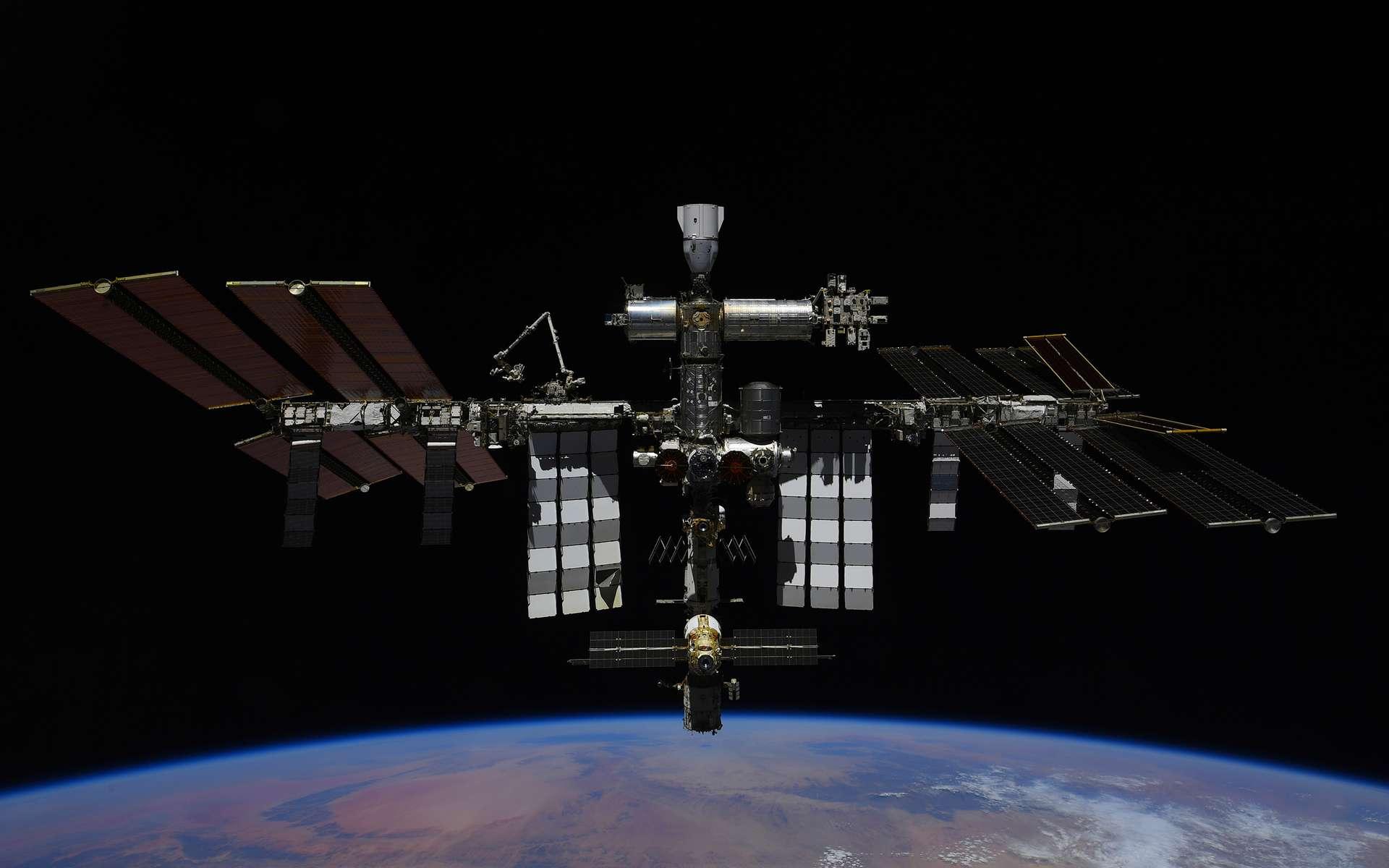 La Station spatiale internationale vue depuis un véhicule Soyouz. © Roscosmos, P. Dubrov