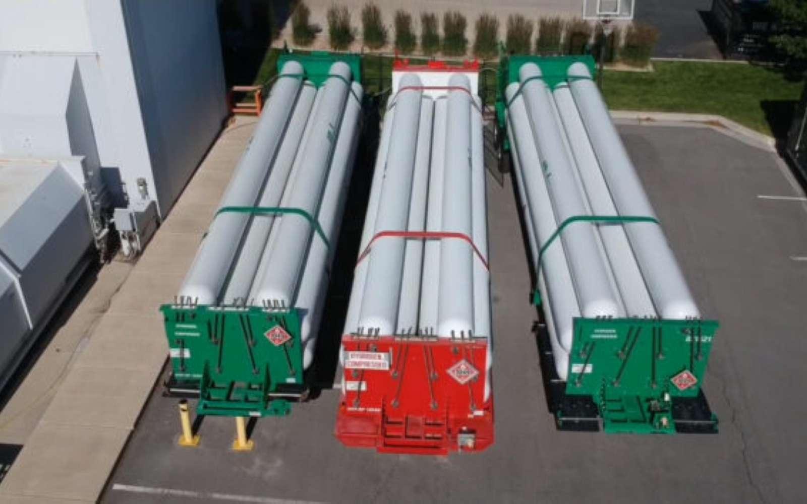 Pour faire fonctionner la pile à combustible, de gros réservoirs d'hydrogène ont été placés à l'extérieur du datacenter. © Microsoft