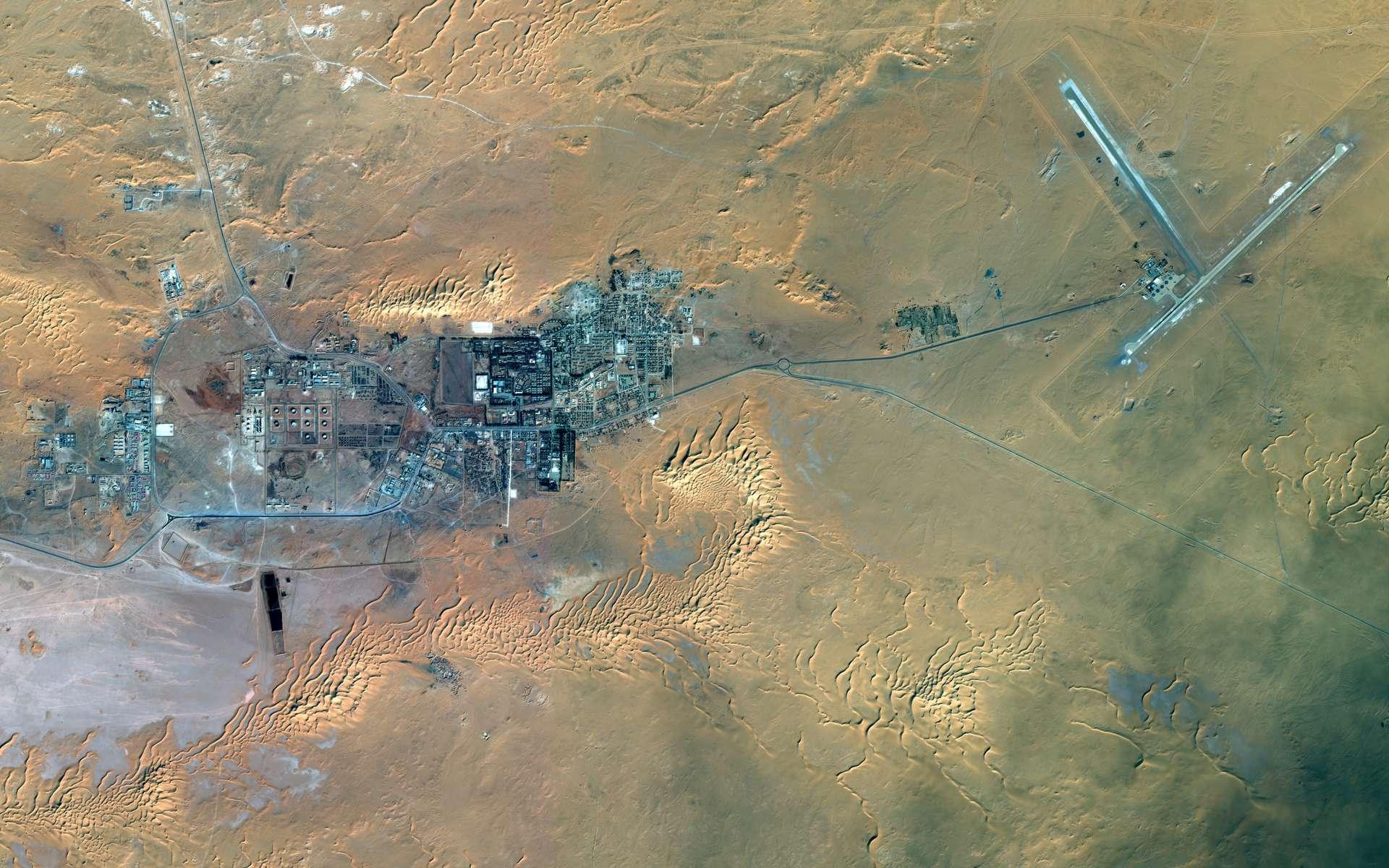 Image satellite acquise le 8 janvier 2013 par le satellite Spot 6, construit et opéré par Astrium, montrant le site gazier d'In Amenas en Algérie, où une prise d'otages a débuté le 16 janvier dernier. © Astrium Services 2013