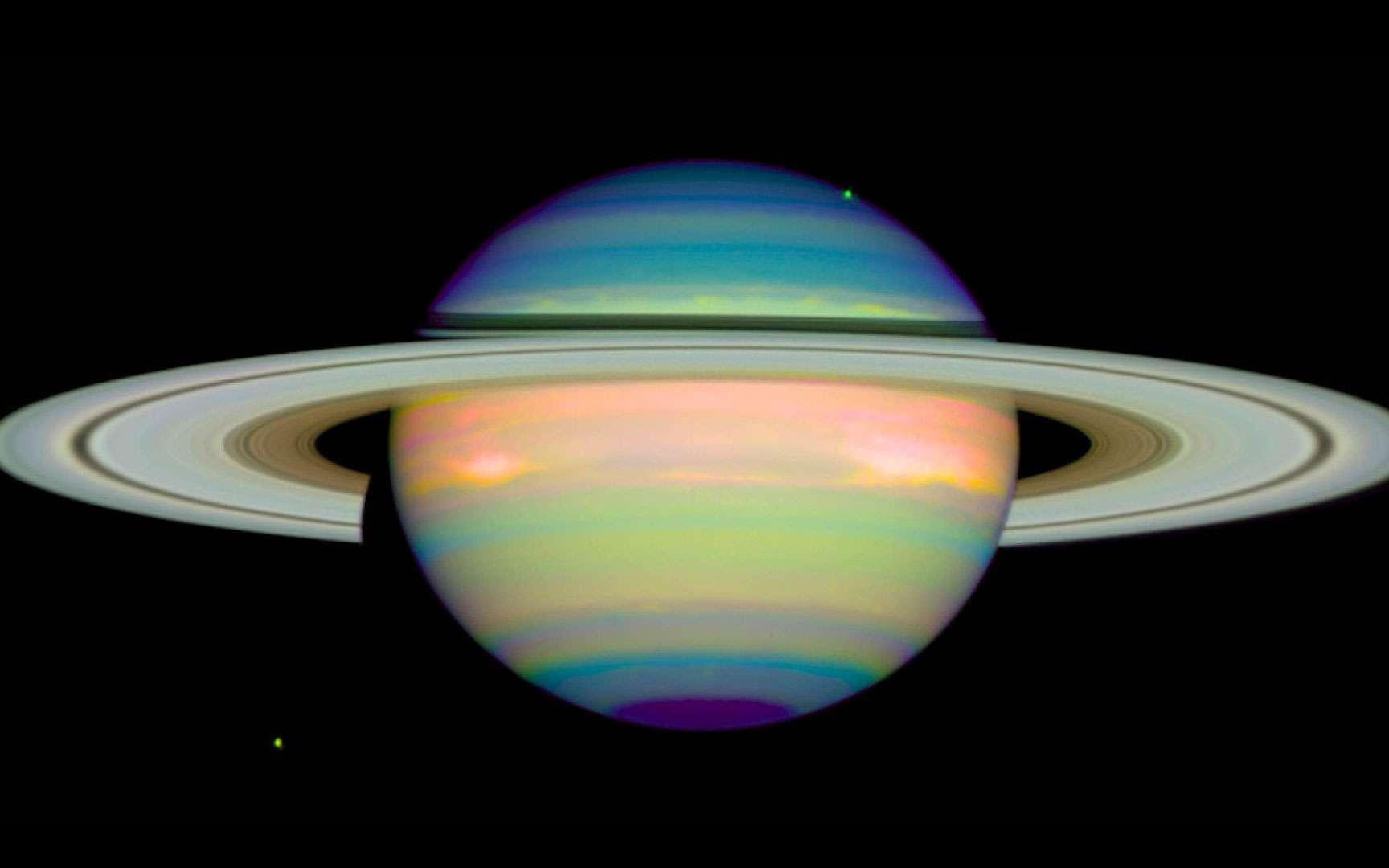 Photo de Saturne en infrarouge. Cette photo de la planète Saturne a été prise en infrarouge. © Erich Karkoschka (University of Arizona), Nasa