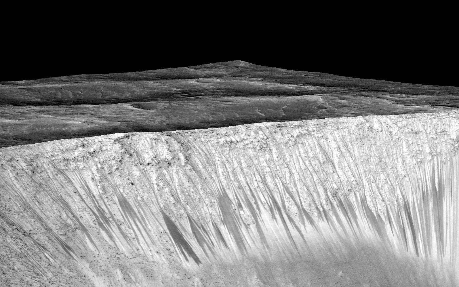Des écoulements observés à la surface de Mars, ici en l'occurrence sur les pentes du cratère Garni, par la caméra Hirise (High Resolution Imaging Science Experiment) de la sonde MRO (Mars Reconnaissance Orbiter). © Nasa, JPL-Caltech, University of Arizona