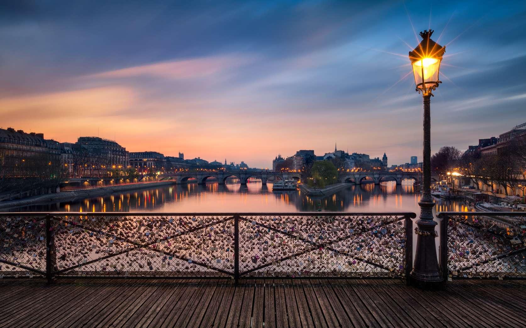 Le pont des Arts à Paris est un monument historique classé depuis 1975. © Beboy, fotolia