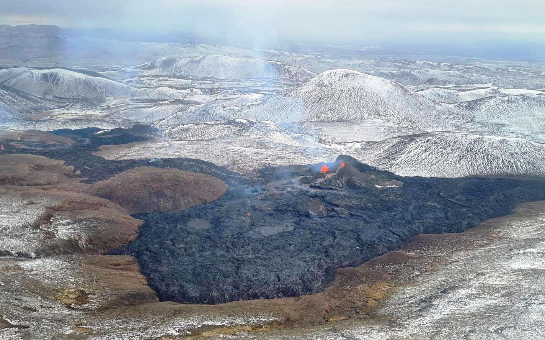 Cette image montre l'étendue atteinte par les flots de lave du volcan faisant éruption depuis quelques semaines à Geldingadalur. Les fissures sont au total d'environ 100-200 mètres de long et des rivières de lave particulièrement liquide s'en échappent. © Icelandic Met Office, Björn Oddsson, Icelandic Coast Guard, Almannavarnir