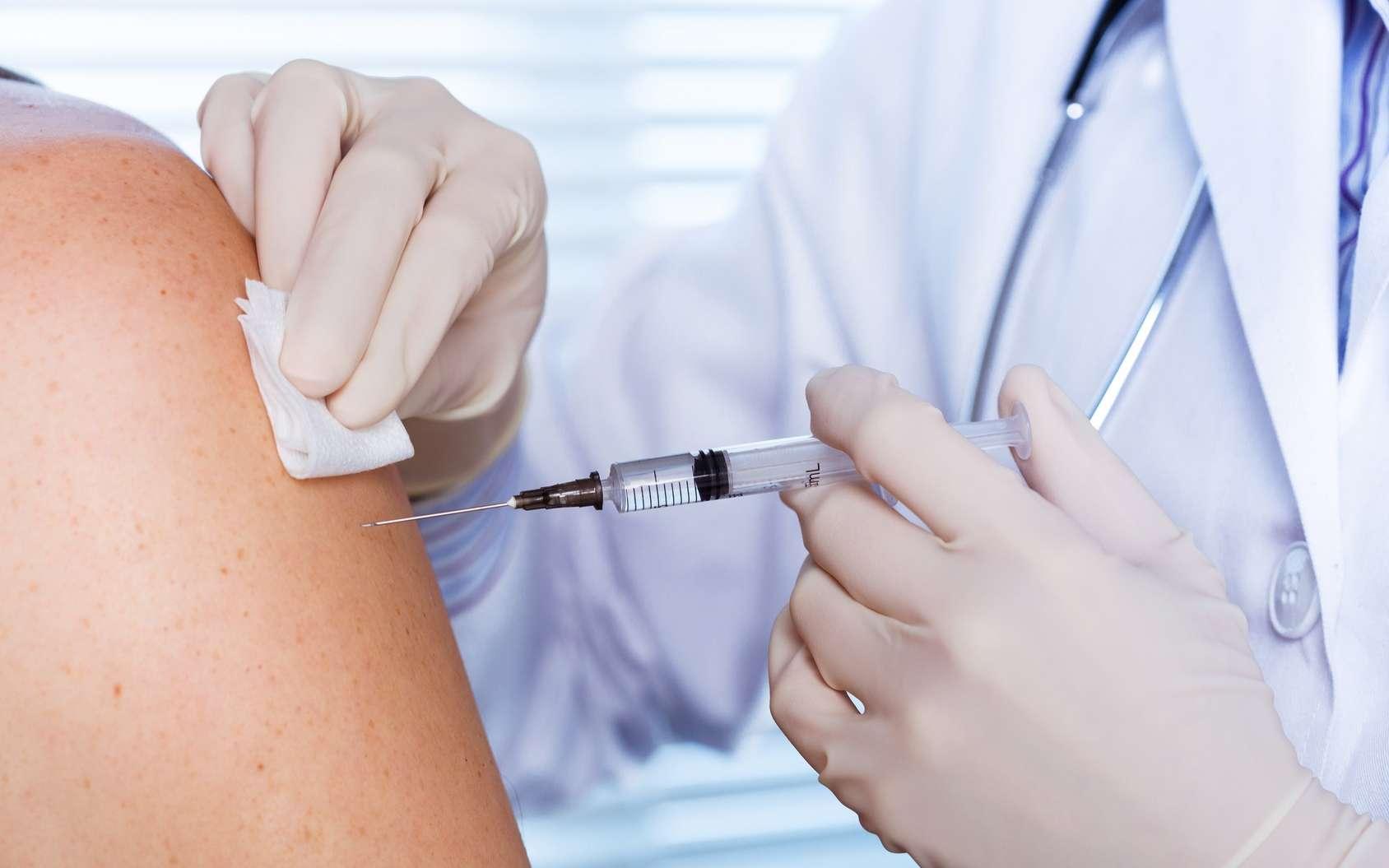 Un vaccin contre le coronavirus a débuté la phase I des essais cliniques. Il est actuellement testé sur 45 volontaires non-infectés par le virus. C'est le premier vaccin destiné à ralentir l'épidémie de Covid-19 testé sur l'Homme. © guerrieroale, Fotolia