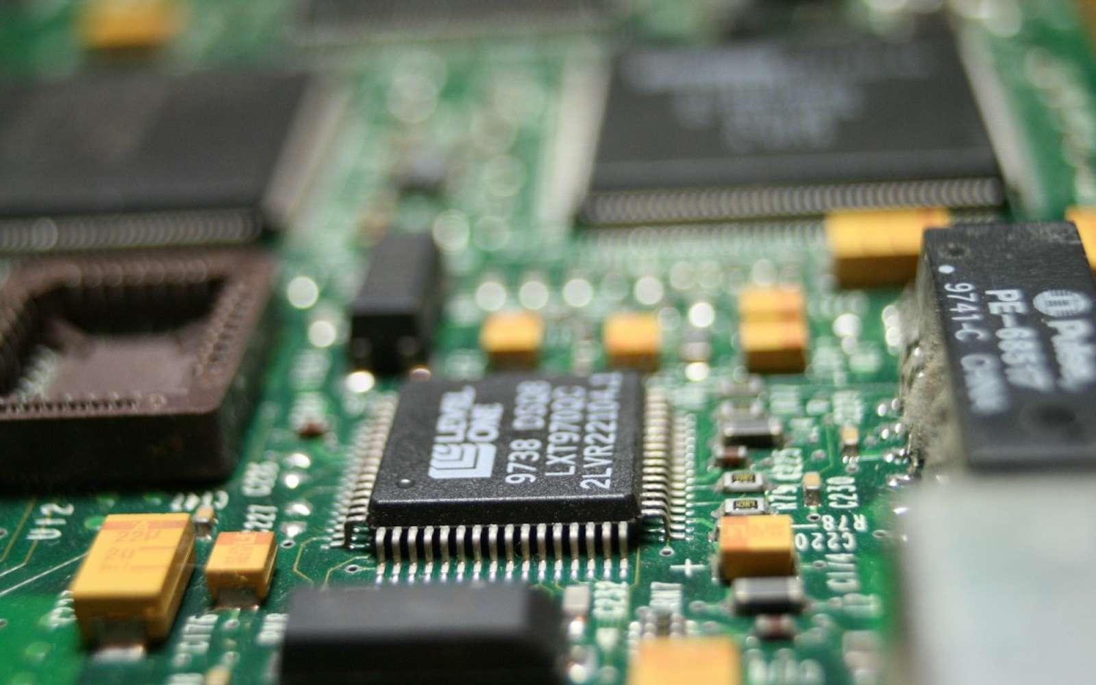 Tous les composants d'un même et seul ordinateur gravés sur une même puce, c'est la promesse des chercheurs de Stanford. © Creative Commons