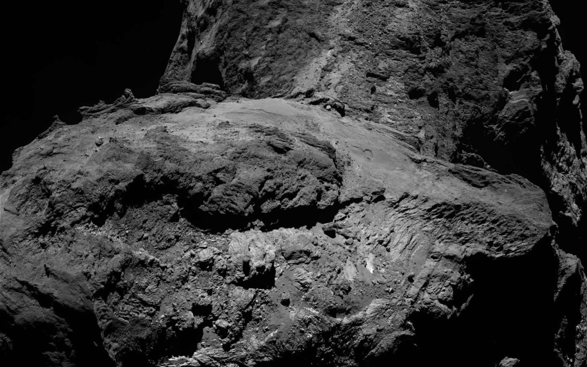 Le noyau sombre de la comète 67P/Tchouryumov-Gerasimenko photographié par Rosetta le 23 janvier 2016 à 75 km de distance. © Esa, Rosetta, NavCam – CC BY-SA IGO 3.0