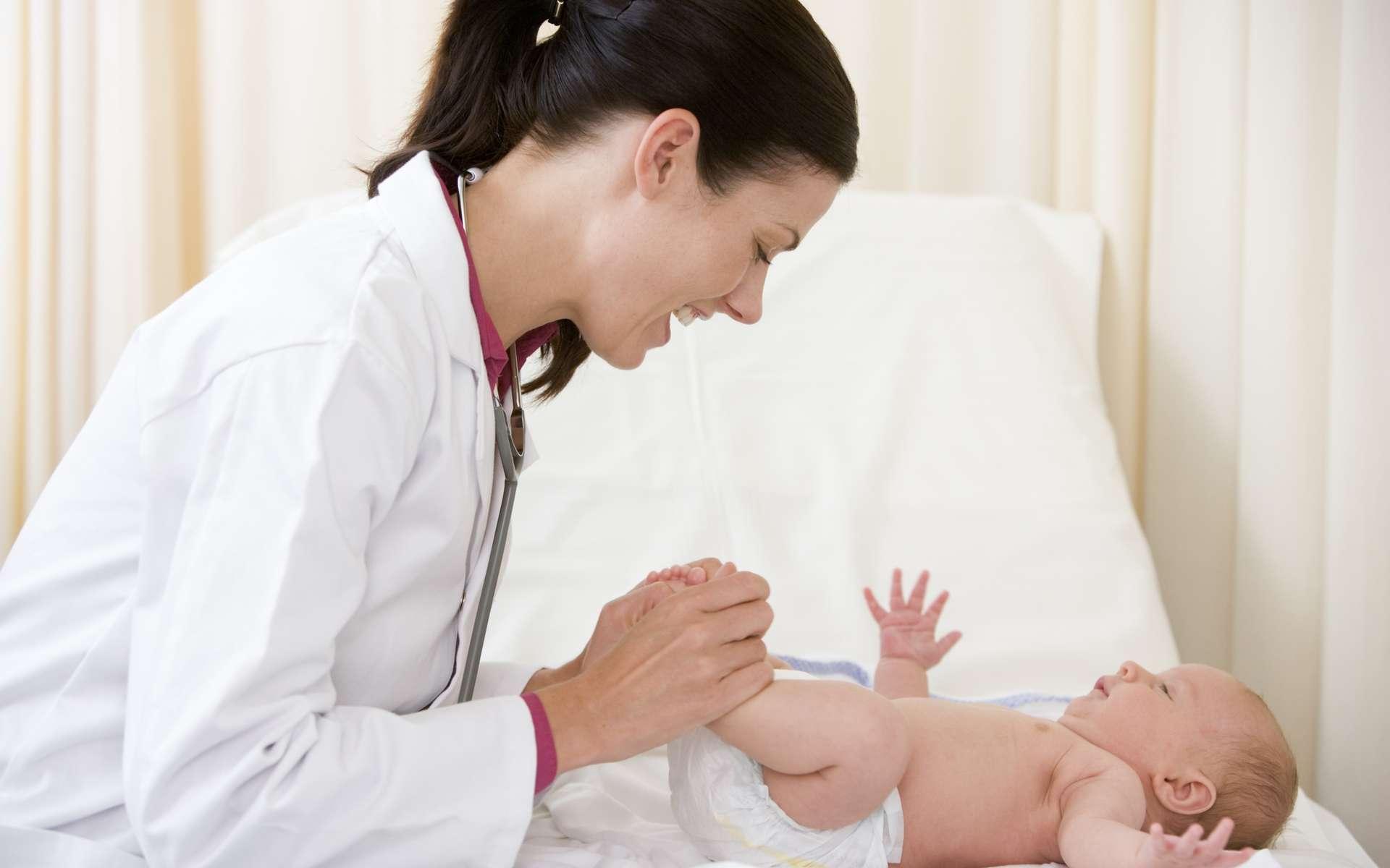 Pour que votre enfant soit « à jour » de ses vaccins, suivez le calendrier vaccinal. © Phovoir