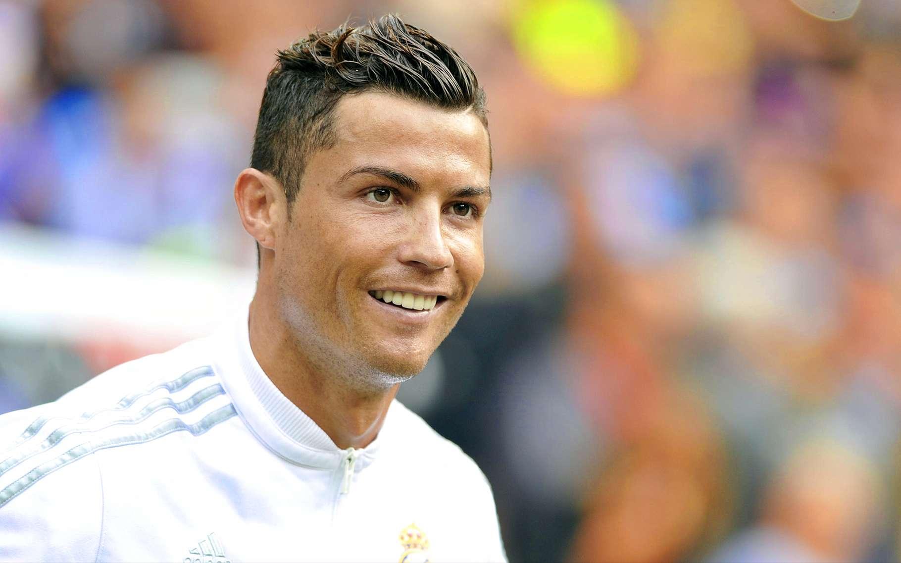 Quelle que soit leur notoriété, presque tous les footballeurs crachent pendant les matchs, à l'instar de Cristiano Ronaldo. © Marcos Mesa Sam Wordley, Shutterstock