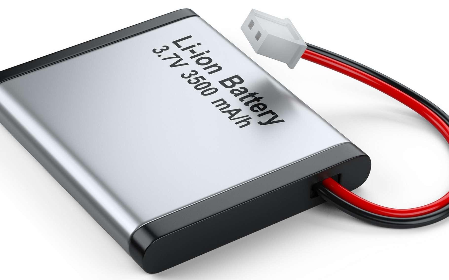 Co-inventeur de la batterie lithium-ion, John Goodenough pourrait bien être à l'origine d'une nouvelle révolution technologique dans ce domaine avec sa batterie à électrolyte solide. © Oleksandr, Fotolia