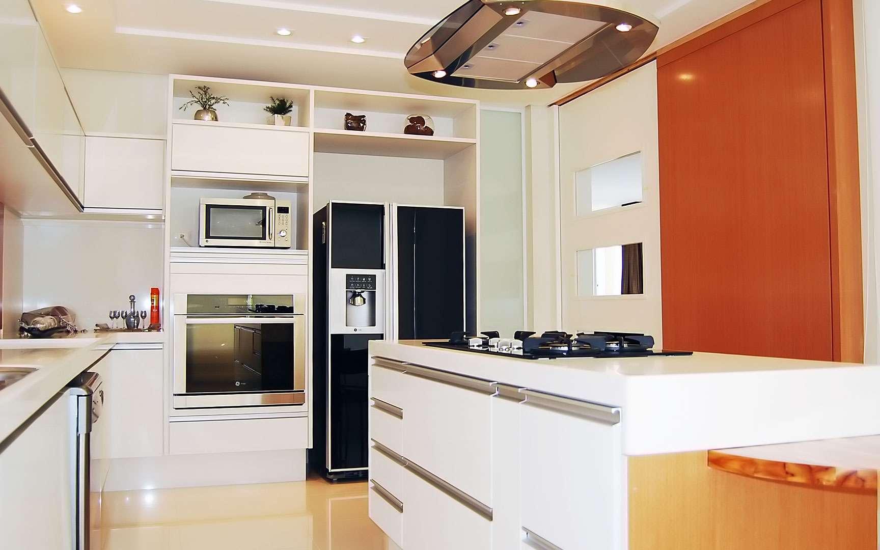 Une cuisine moderne et fonctionnelle. Cette cuisine ultramoderne comprend beaucoup de rangements, ce qui rend la pièce très fonctionnelle. © Favaro JR, Flickr, CC by-nc-sa 2.0