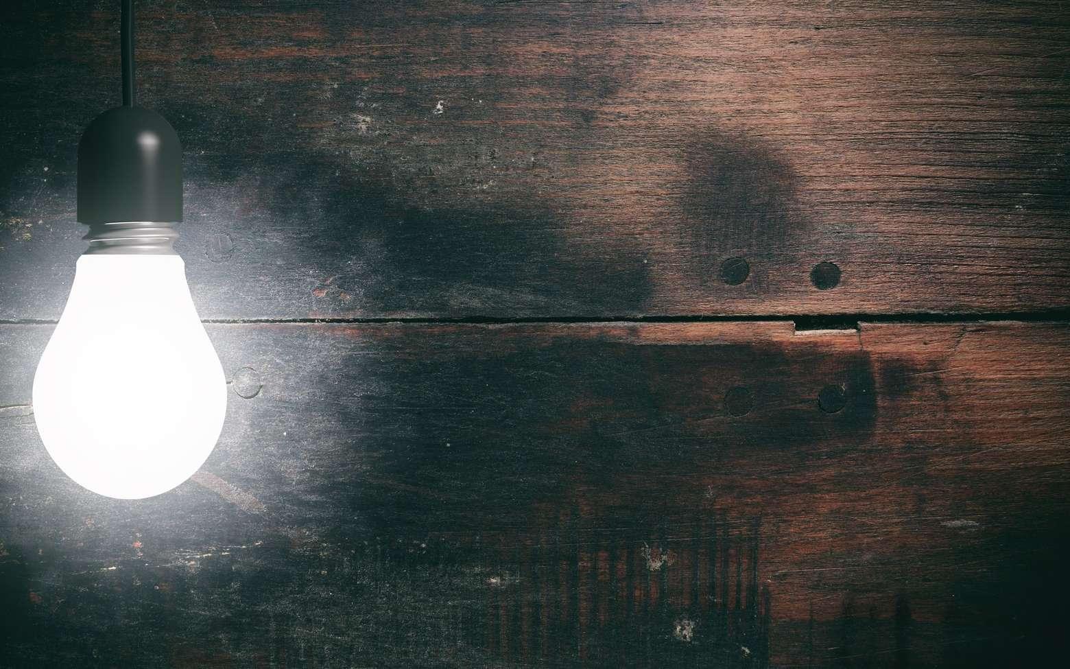 Les résultats d'une équipe de chercheurs américains pourraient mener à la mise au point d'un nouveau traitement contre la dégénérescence maculaire liée à une exposition à la lumière bleue telle que celle émise par certaines LED. © gioiak2, Fotolia
