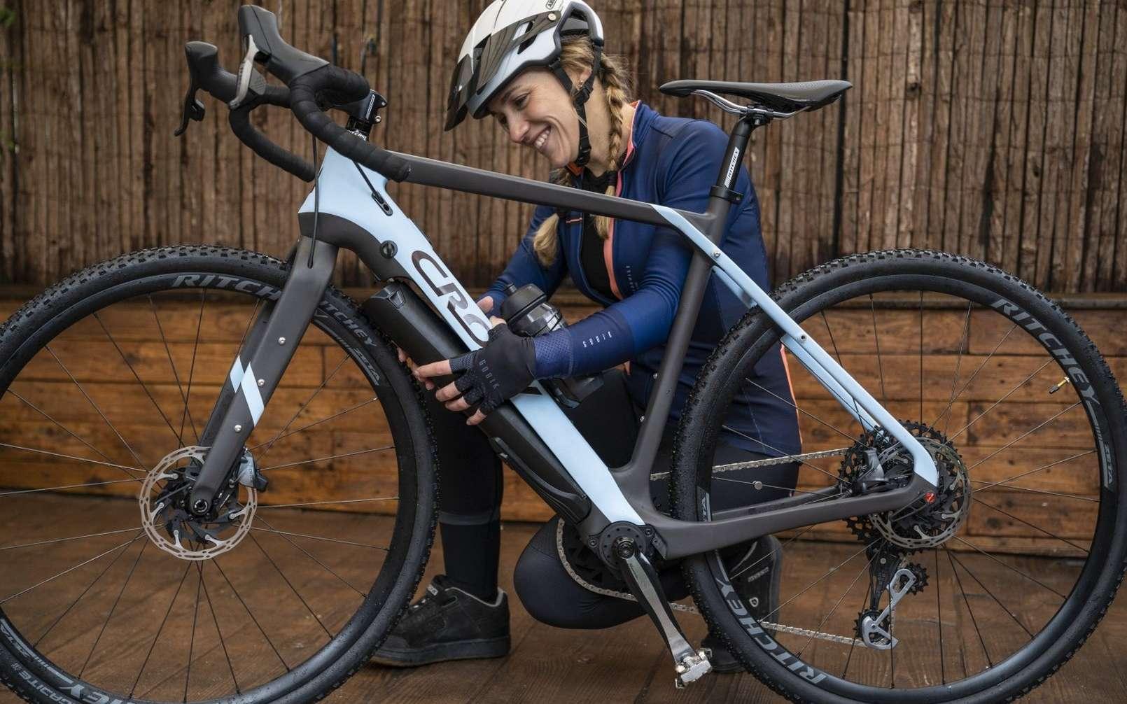 Le vélo électrique gravel Crow pèse moins de 11 kg une voit le module batterie-moteur retiré. © Crow Bicycles