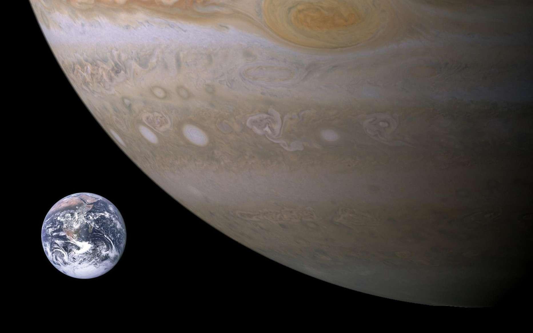 La Terre (à gauche) est la plus grande des planètes telluriques du Système solaire. Jupiter (à droite) est la plus grande des planètes gazeuses. © Nasa, DP
