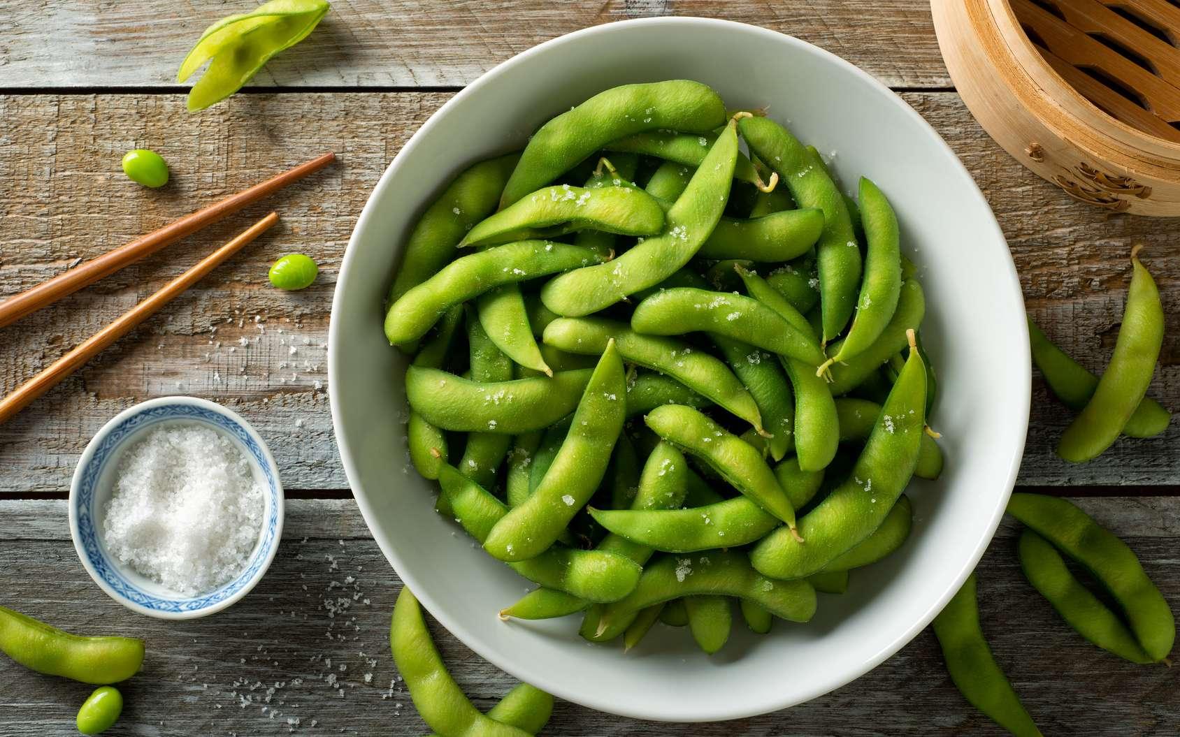L'édamame est une fève de soja récoltée encore verte. © fudio, Fotolia