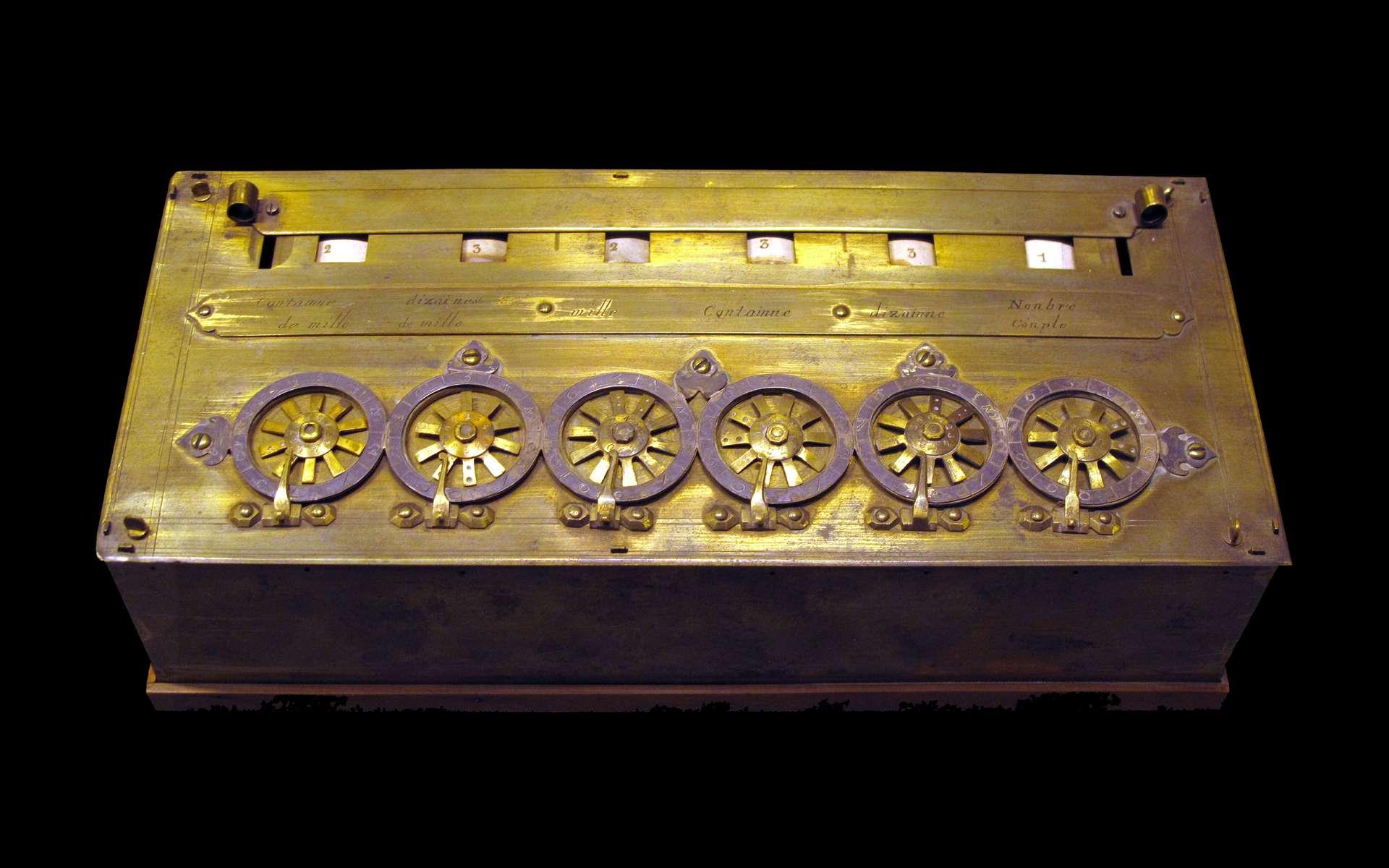 Une version de la pascaline sans sols ni deniers. © Musée des Arts et Métiers