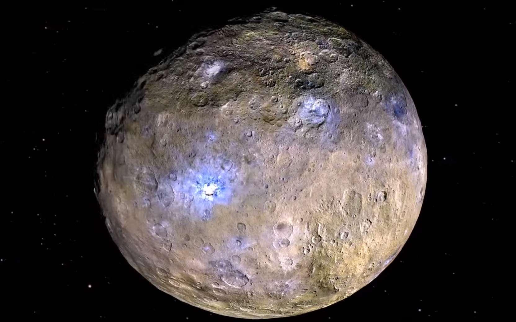 La planète Cérès et ses taches blanches brillant au fond de plusieurs cratère, photographiée par la sonde Dawn. © Nasa, JPL-Caltech, Ucla, MPS, DLR, IDA