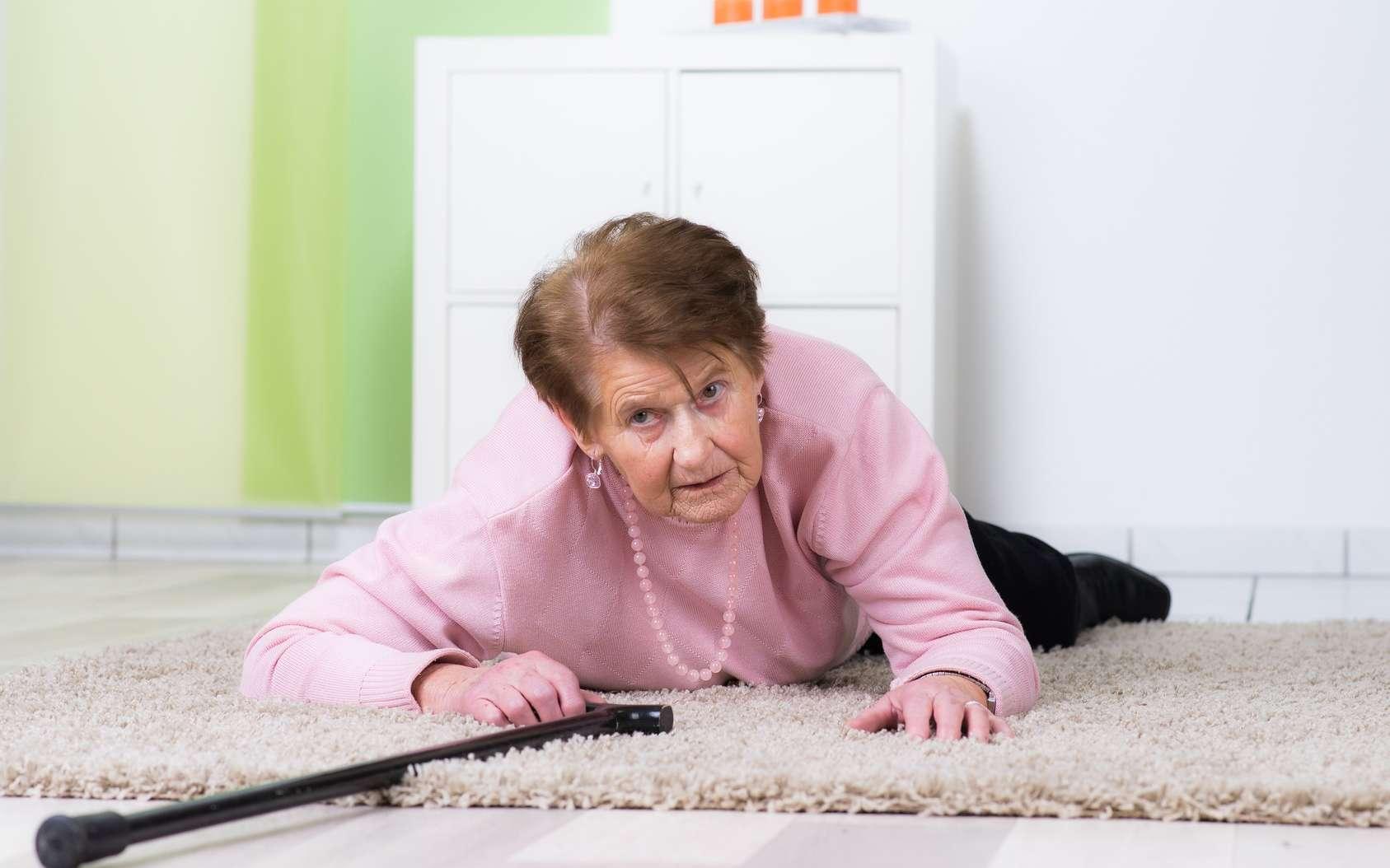 La chute est la principale cause de décès lors d'un accident de la vie courante chez les personnes âgées. © Picture-Factory, Fotolia