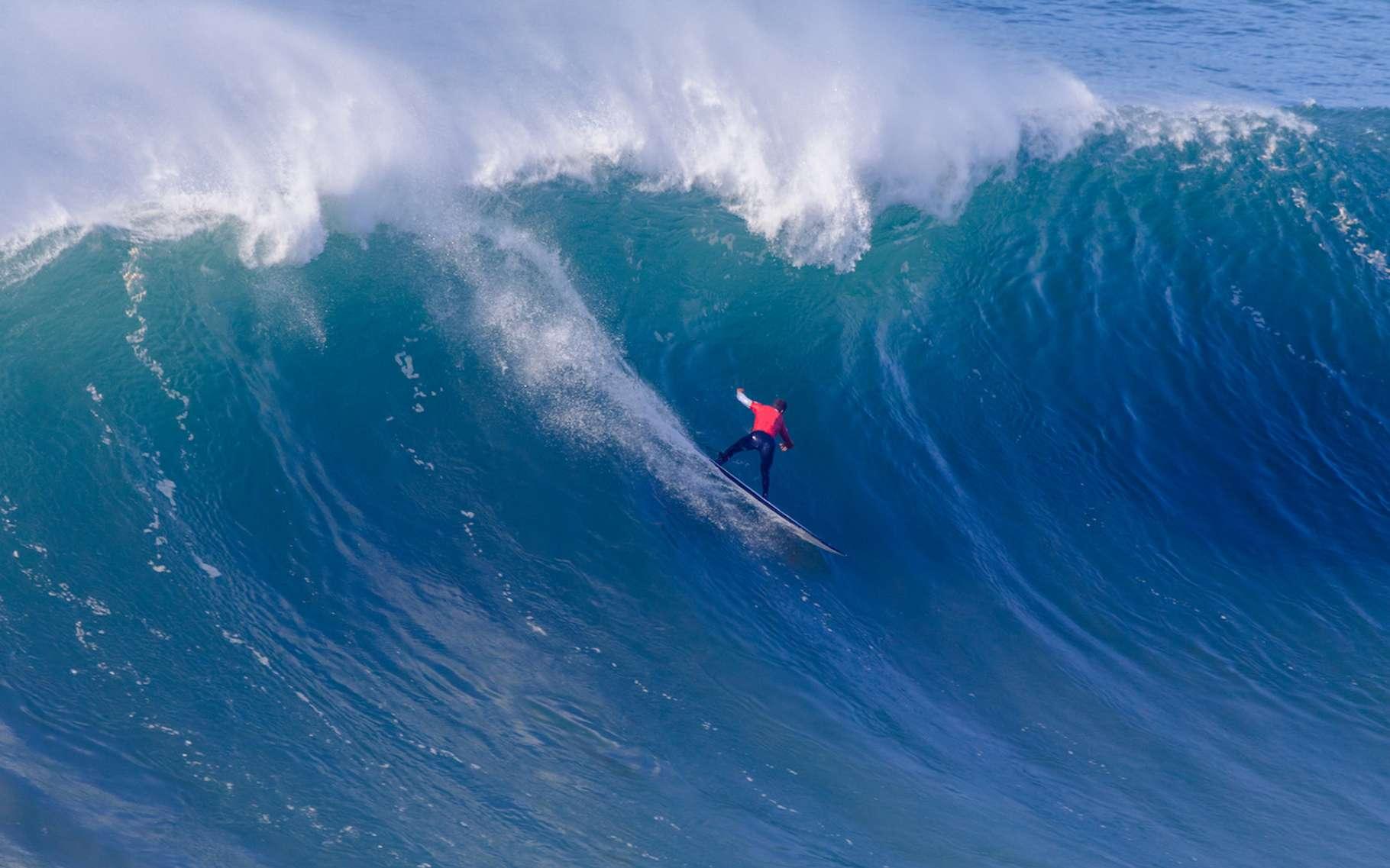 C'est à Nazaré (Portugal) que l'on trouve les plus grosses vagues surfables du monde. © moedas1, Fotolia