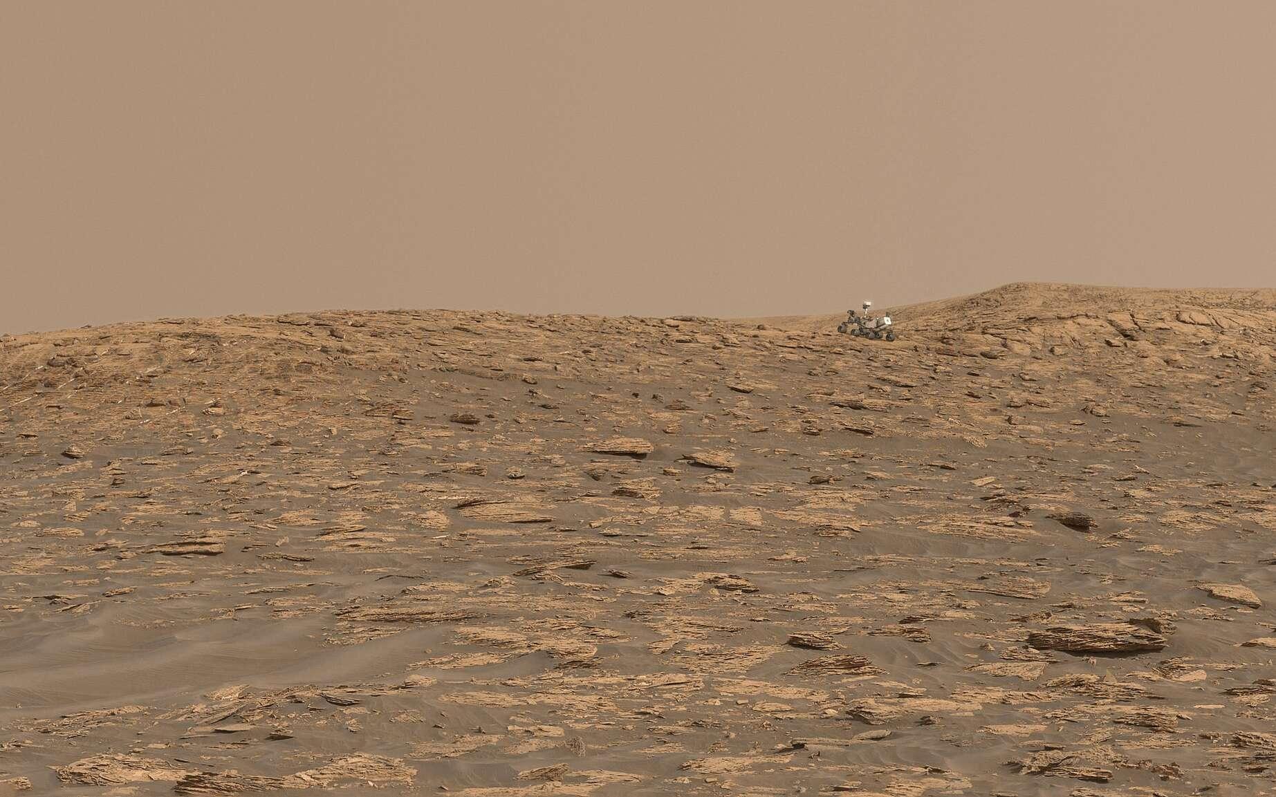 Paysage martien autour de Curiosity. Le rover, mis à la bonne échelle, a été superposé à l'image originale. © Sean Doran, Nasa, JPL-Caltech
