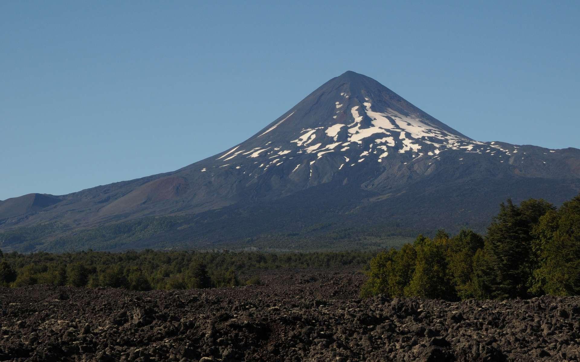Le volcan Villarrica, au Chili, fait partie des volcans dont l'activité est visible sur les carottes du plancher océanique. © M. Nicolai, Geomar