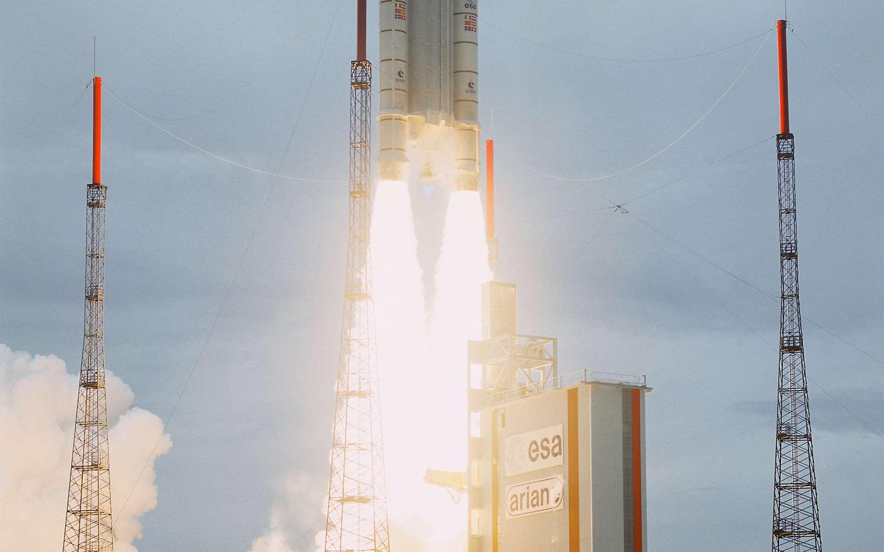 Initialement, l'Agence spatiale européenne prévoyait de lancer la sonde Bepi Colombo vers Mercure au moyen d'un lanceur Soyouz depuis la Guyane. Mais les retards pris dans son installation (le premier vol aura lieu le 20 octobre) ont contraint à utiliser une Ariane 5ECA, plus coûteuse. © Arianespace/Esa/Cnes & Service optique et vidéo du CSG