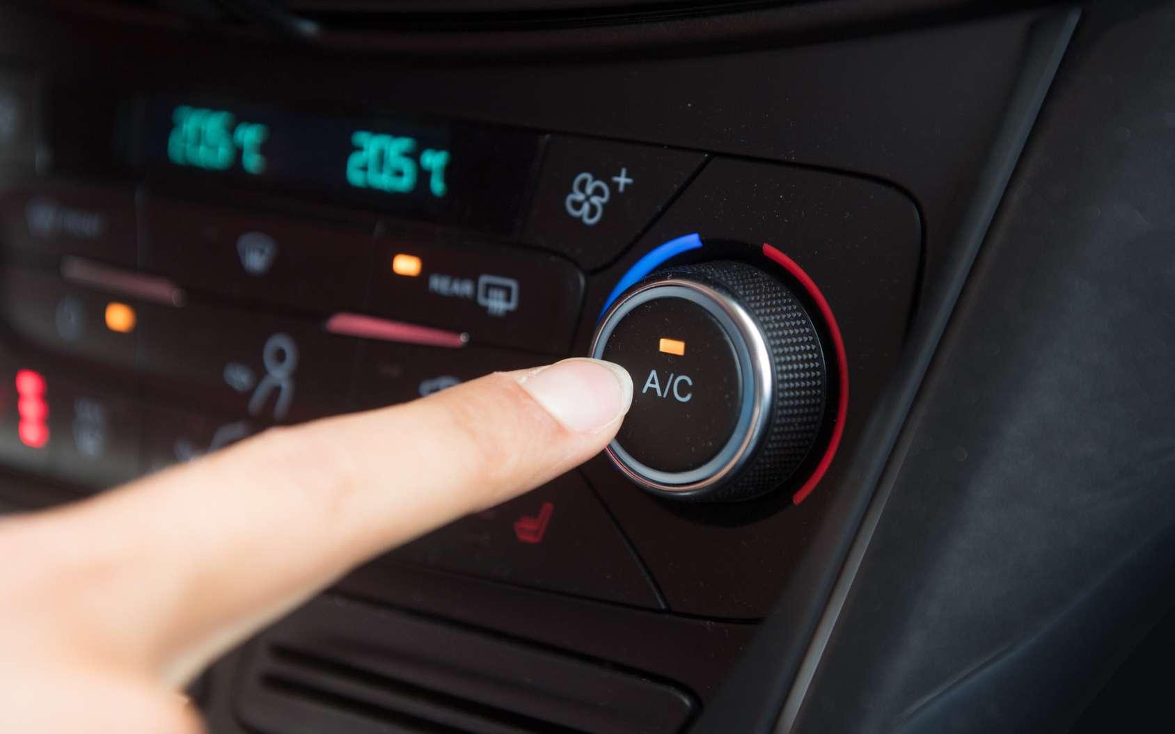 Ventilation de voiture réglable par les passagers situés à l'arrière. Un véhicule climatisé rejette environ 5 % de dioxyde de carbone en plus par rapport à un véhicule non climatisé. © benjaminnolte, fotolia