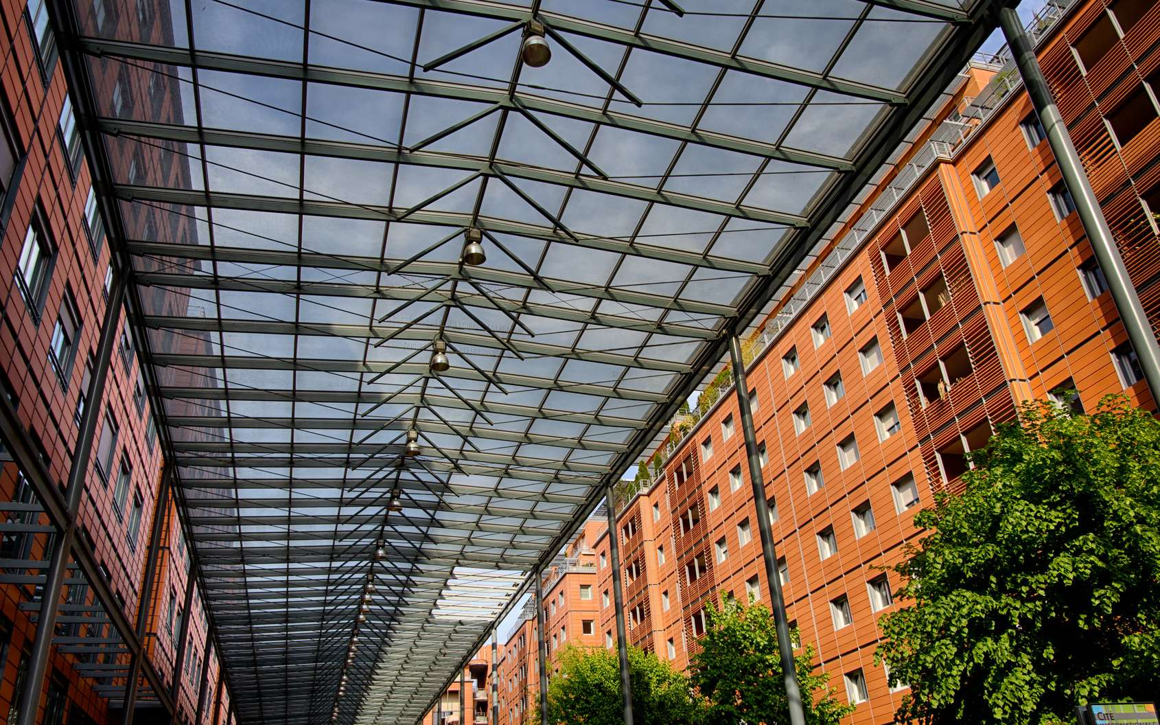 La Cité internationale de Lyon abrite habitations, bureaux, espaces culturels et touristiques. L'ensemble est organisé autour d'une rue piétonne intérieure semi-couverte. © MangAllyPop@ER, Fotolia