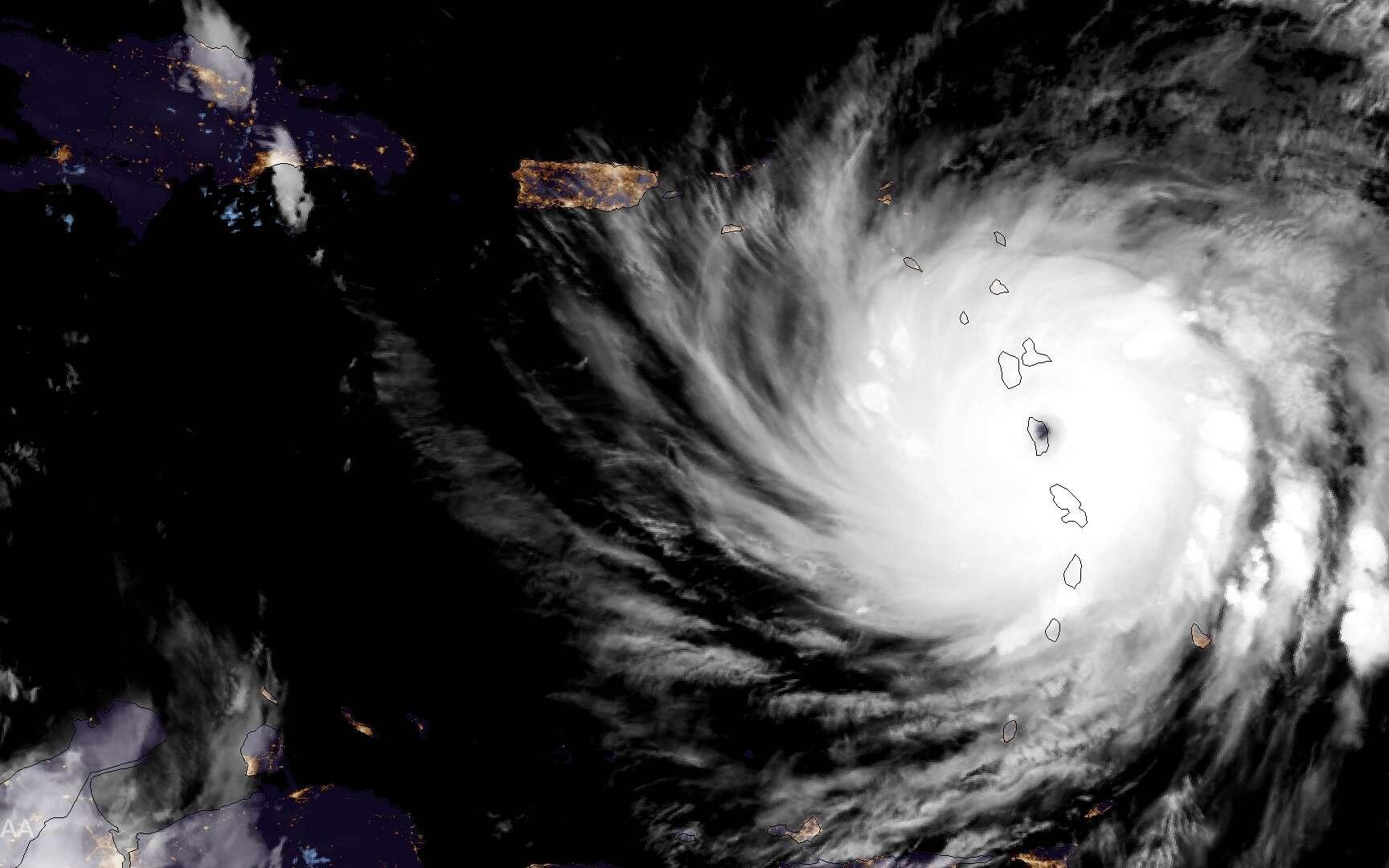 Jean-Louis Étienne a répondu à nos questions sur les ouragans récents et sur l'évolution du climat. Ici, le cyclone Maria vu par le satellite GOES-16 le 19 septembre 2017. L'œil est sur la Dominique, une île des Antilles située entre la Guadeloupe et la Martinique. © NOAA