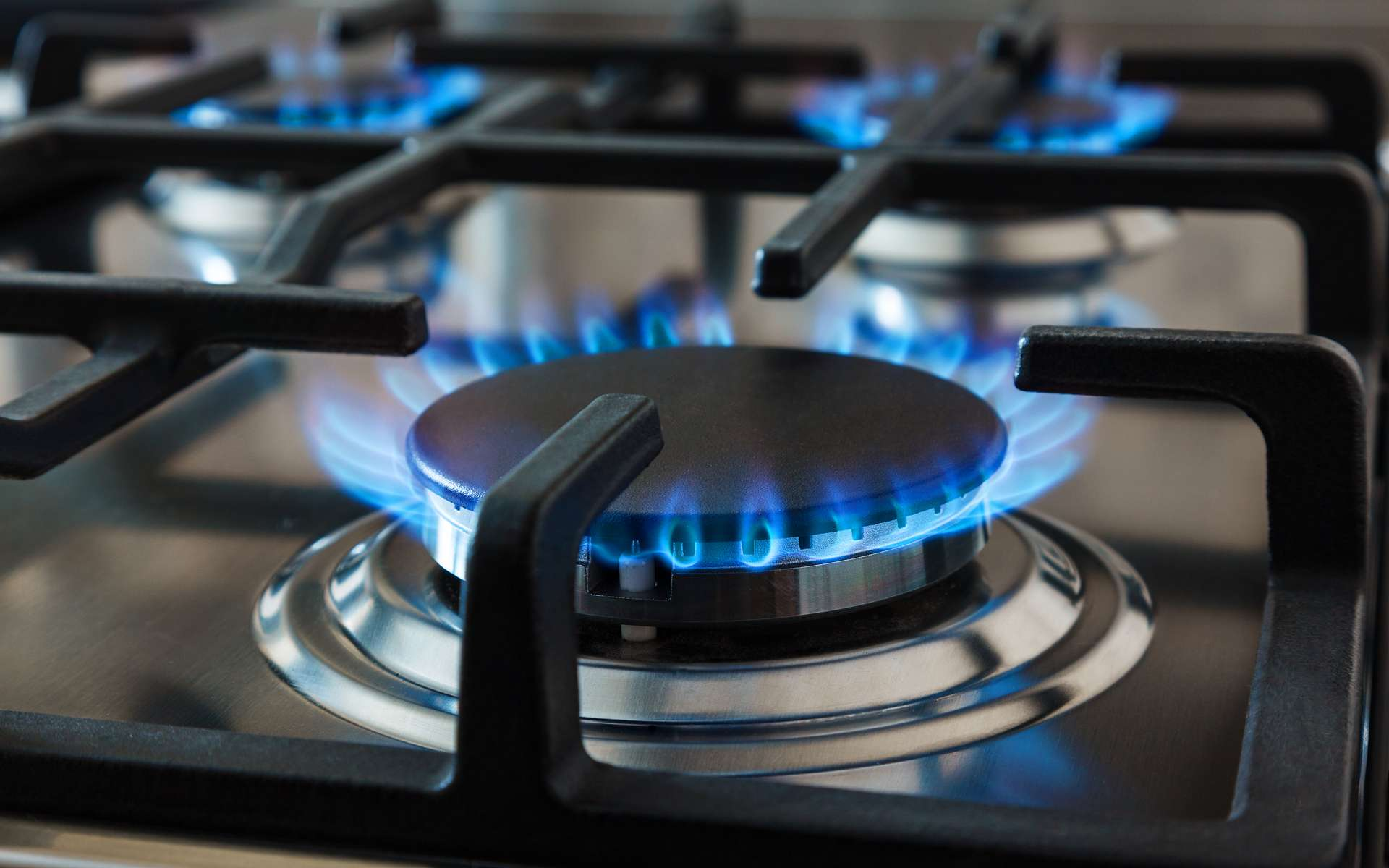 Face à l'augmentation des coûts des tarifs réglementés, les fournisseurs d'énergie proposent de nombreuses offres de marché permettant de réduire la facture de gaz. © Mykhailo Baidala, Adobe Stock