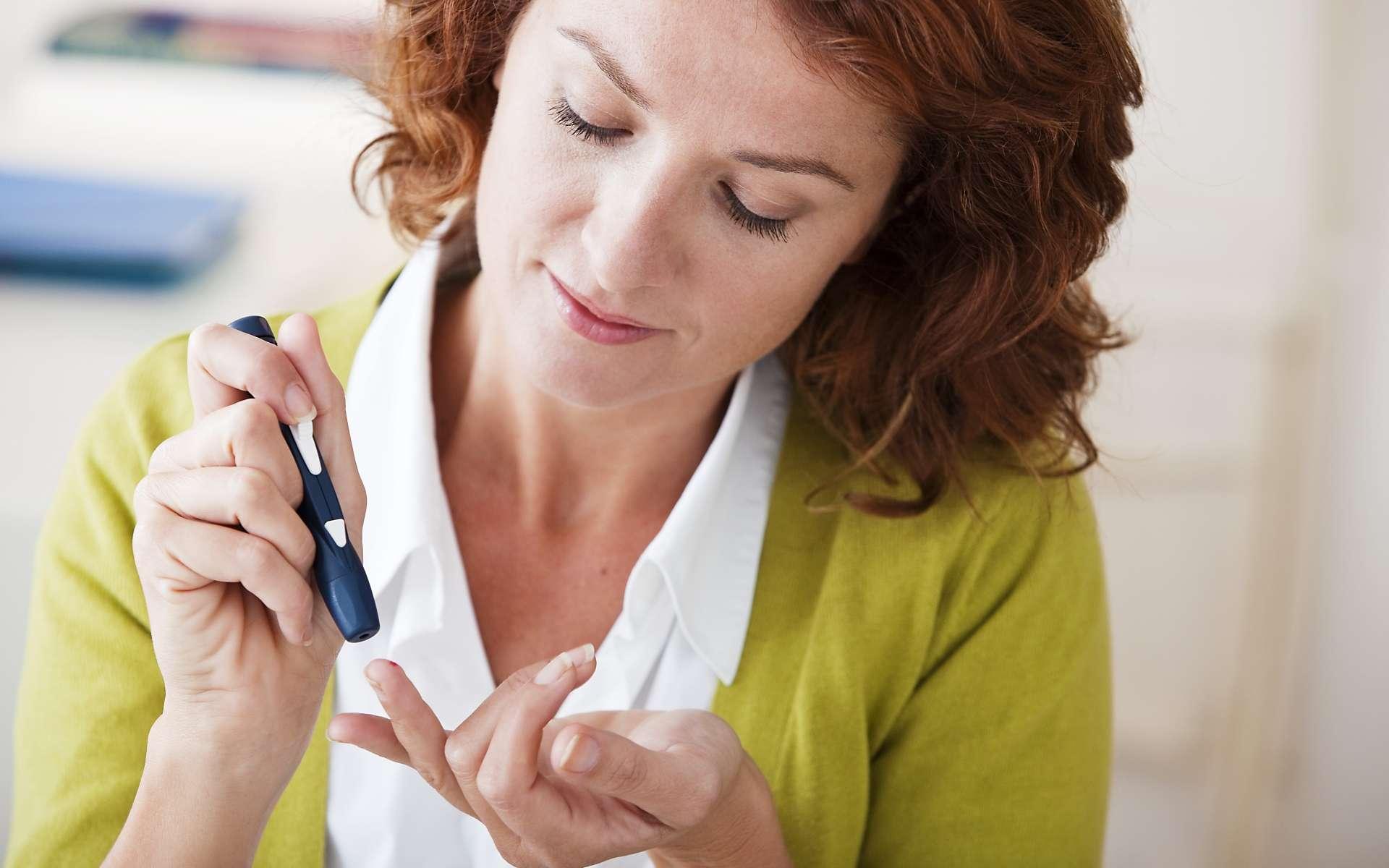 Au niveau mondial, la progression du diabète ressemble à une épidémie. Le manque d'activité physique et une alimentation déséquilibrée sont des facteurs connus. La surveillance de la glycémie implique pour les diabétiques des piqûres quotidiennes ; le projet Med&Chill pourrait changer leur vie. © Image Point Fr, Shutterstock