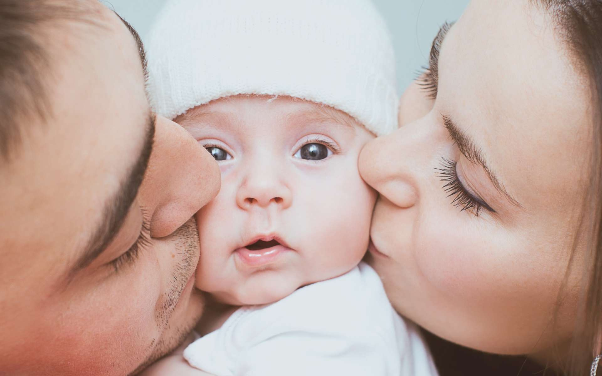 De gros câlins feront de bébé un adulte empathique. © kolinko_tanya, Adobe Stock