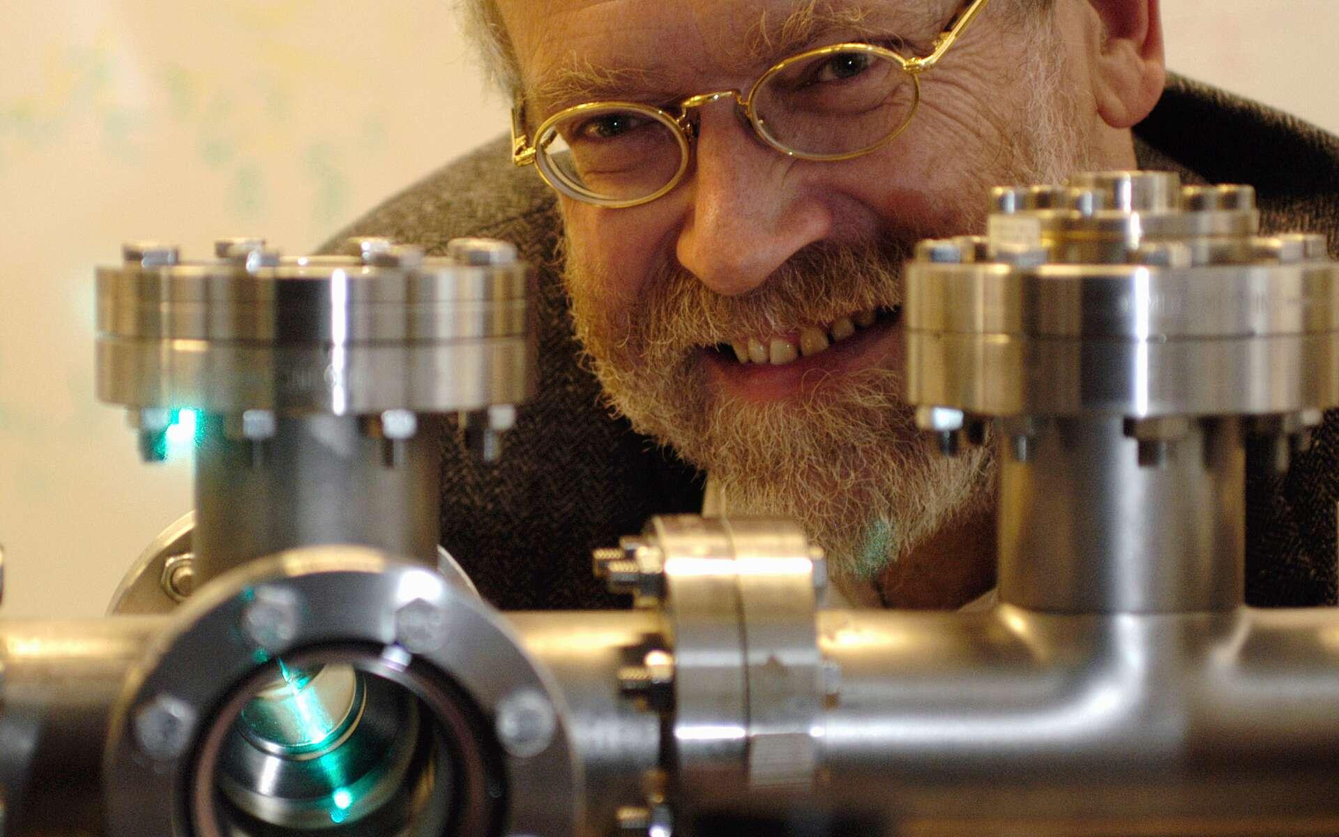 Le physicien Anton Zeilinger a observé des corrélations entre passé et futur, inexplicables en physique classique. © Jaqueline Godany