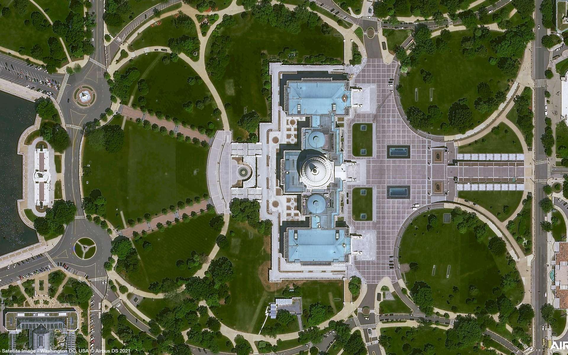 Le Capitole, siège du congrès américain, situé à Washington DC. Cette image est une des cinq « premières images » acquises par le satellite Pléiades Neo 3 d'Airbus. © Airbus DS 2021