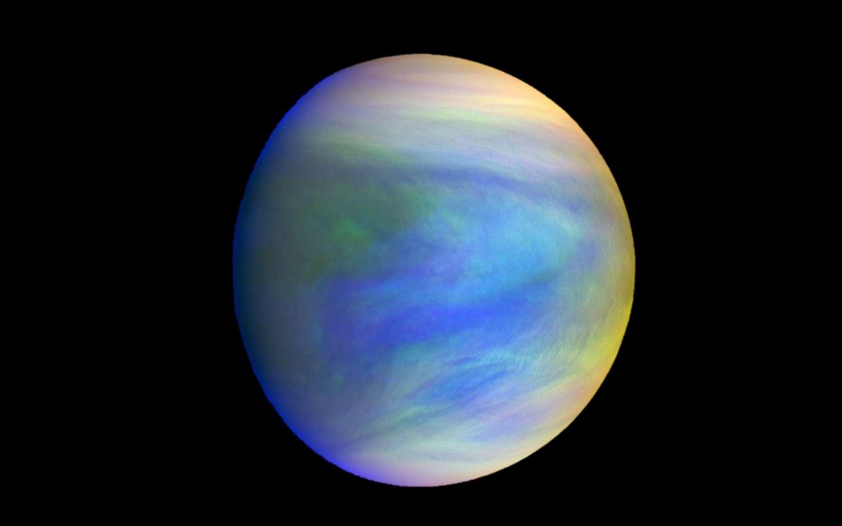 Image composite de Vénus capturées par la sonde Akatsuki. Les nuages sombres dans les basses couches de son atmosphère pourraient abriter des bactéries appréciant les environnements acides. © Institute of Space and Astronautical Science, Jaxa