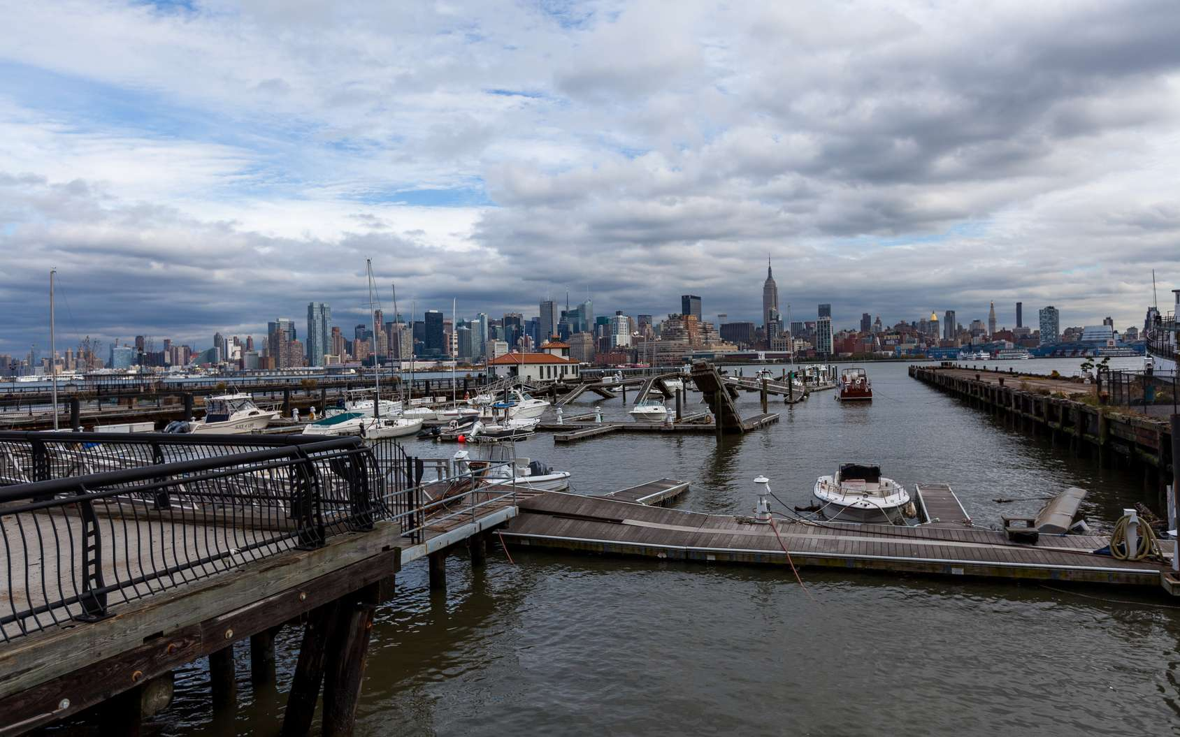 Le réchauffement climatique va engendrer la hausse des eaux. Ici, New York après le passage de l'ouragan Sandy. © Sergey, Fotolia