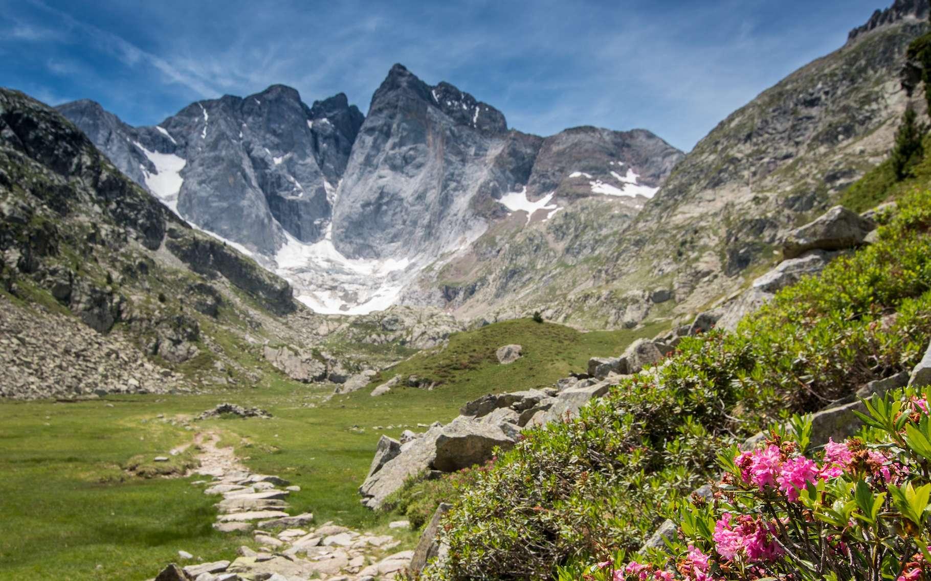 Les glaciers des Pyrénées sont menacés par le réchauffement climatique anthropique. Les chercheurs de l'Institut pyrénéen d'écologie (IPE, Espagne) ne leur donnent plus de 20 ans à vivre. © B. Piccoli, Adobe Stock